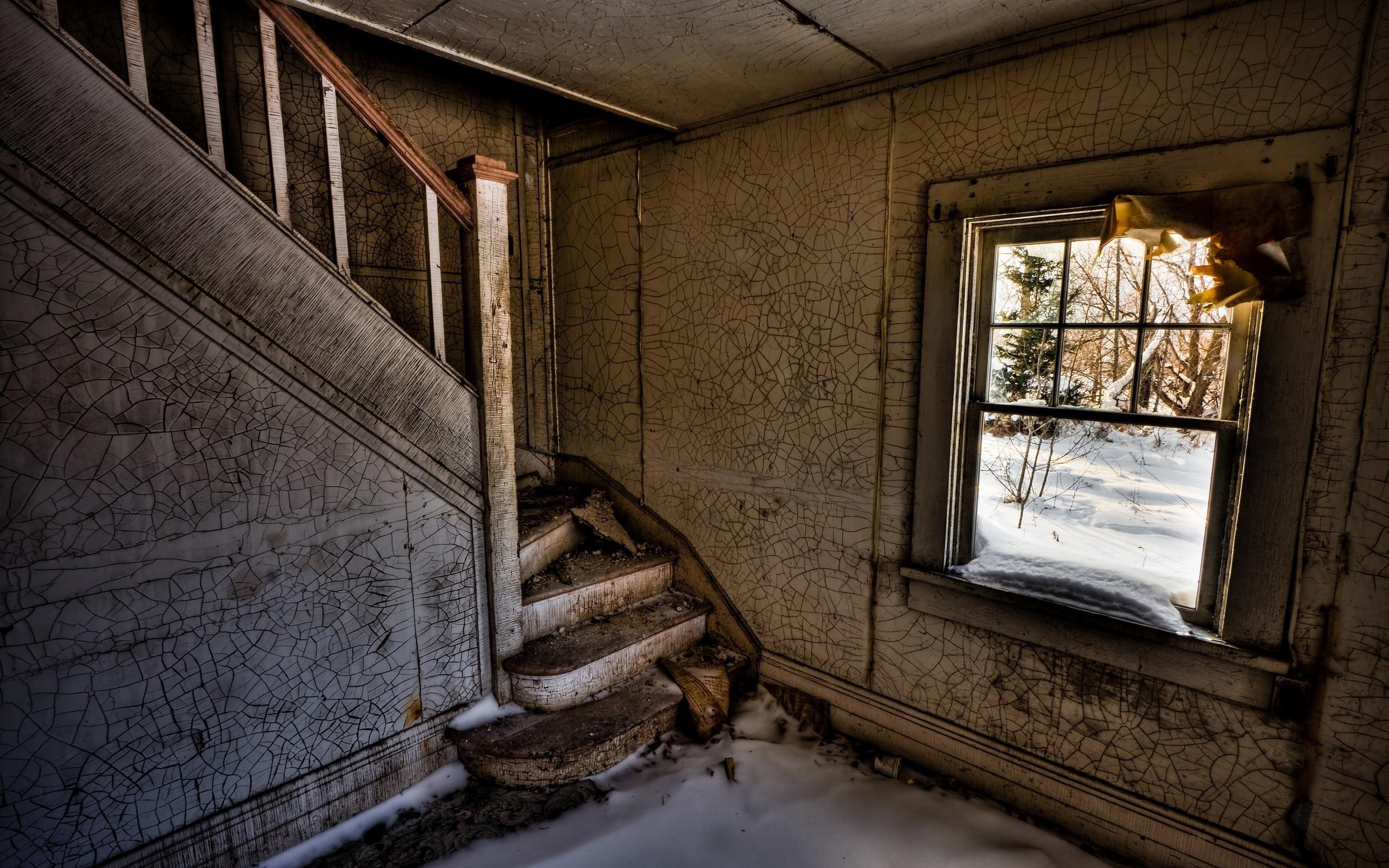 заброшенный дом двери окна коридор  № 2195344 загрузить
