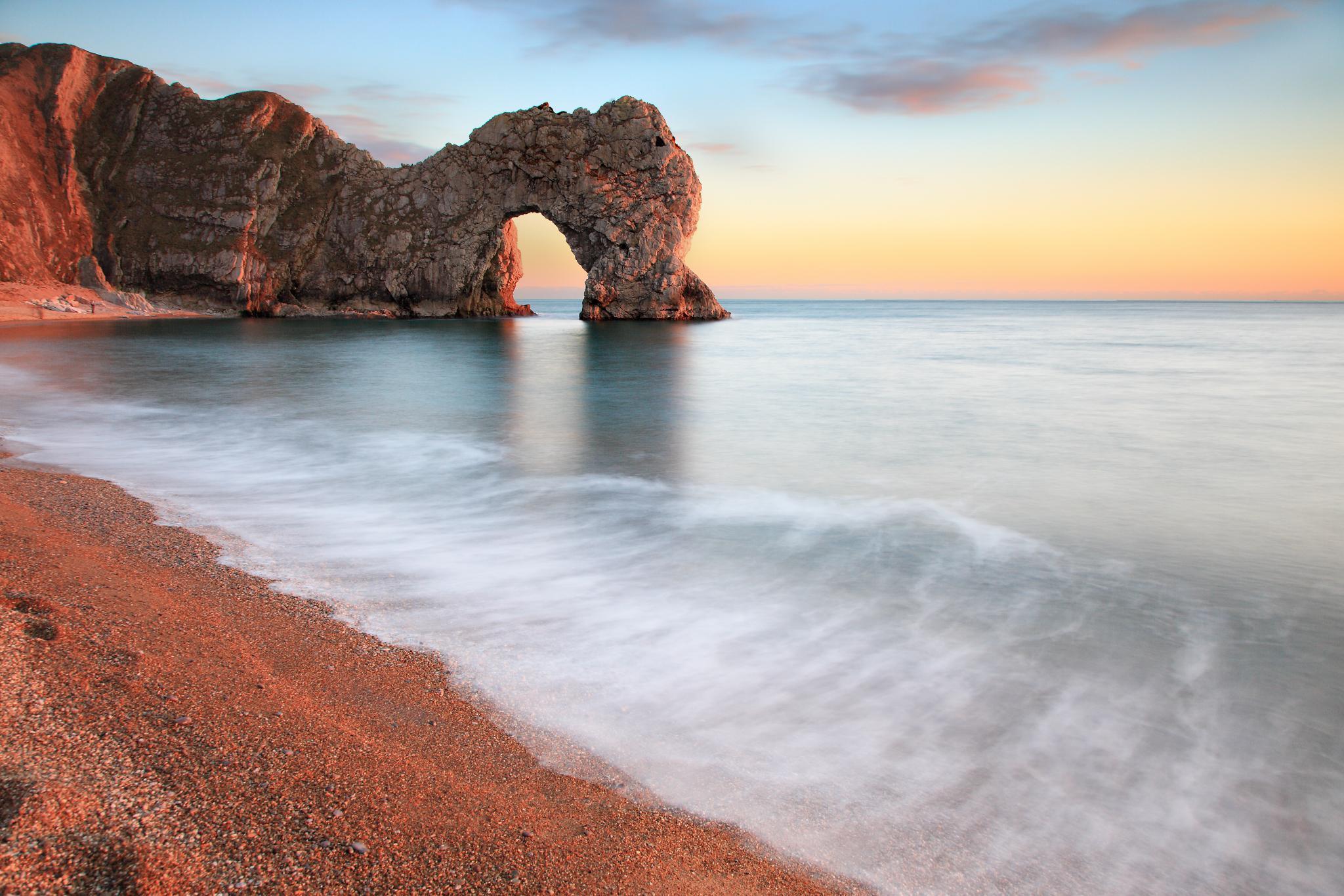 пляж берег камни море  № 1955915 без смс