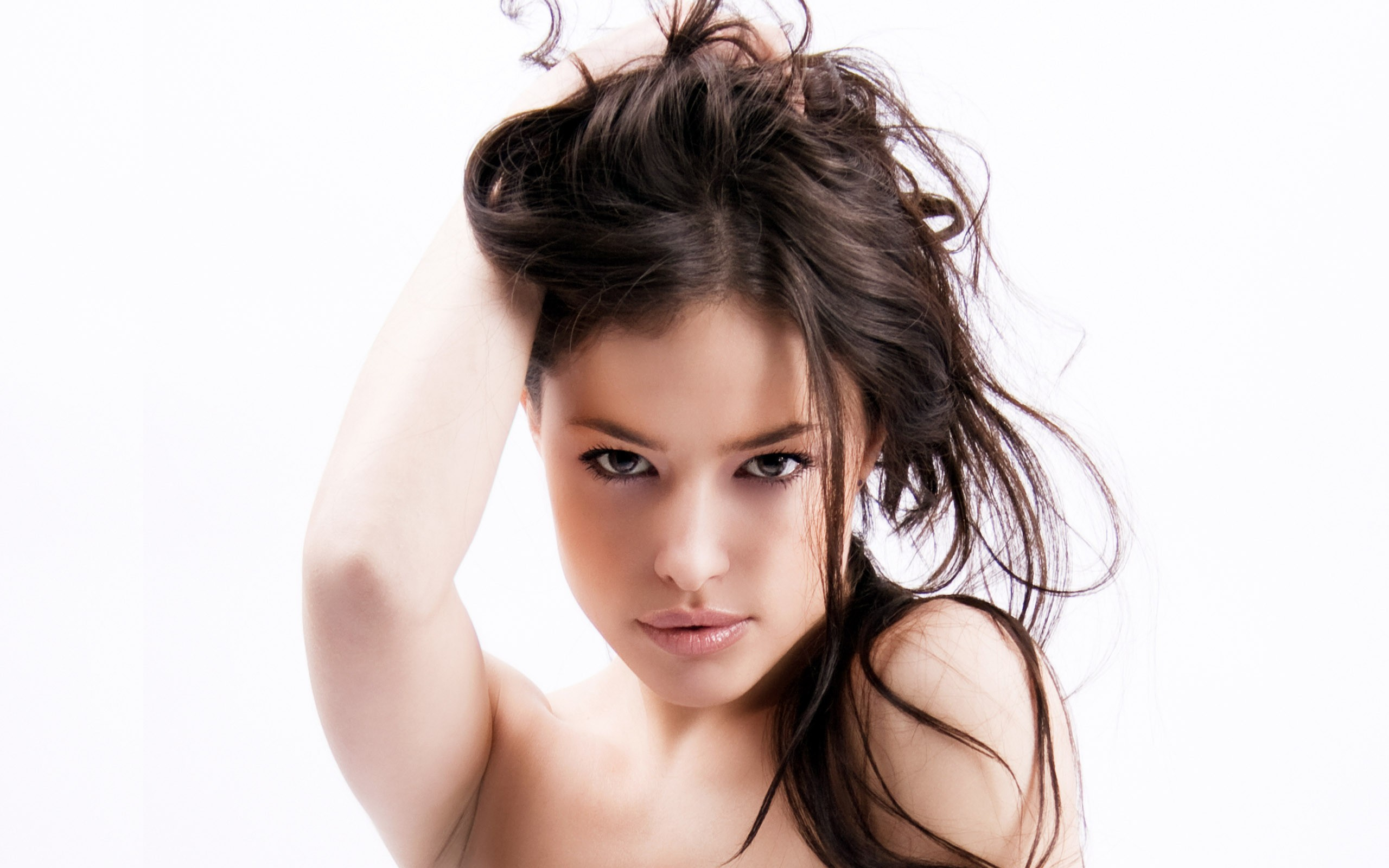 милая девушка волосы блузка скачать