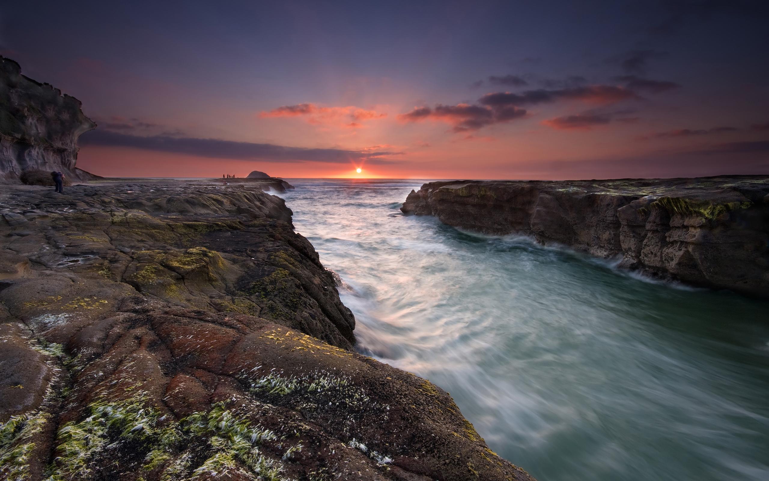 скалы закат небо озеро скачать