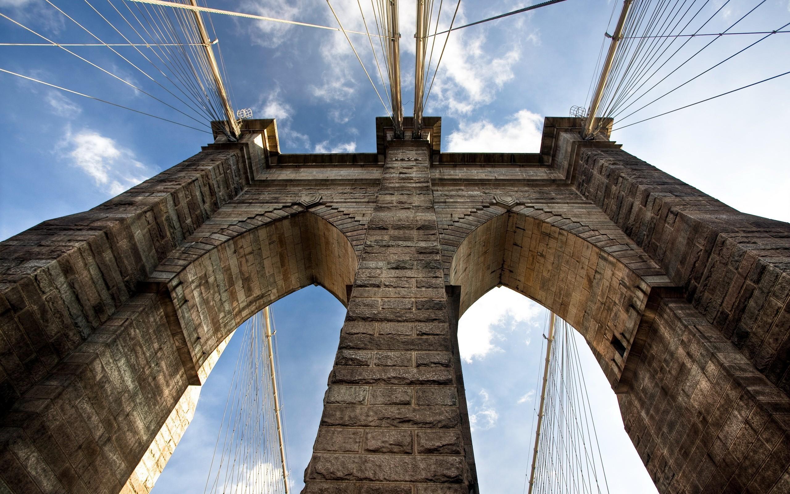 Старый кирпичный мост загрузить