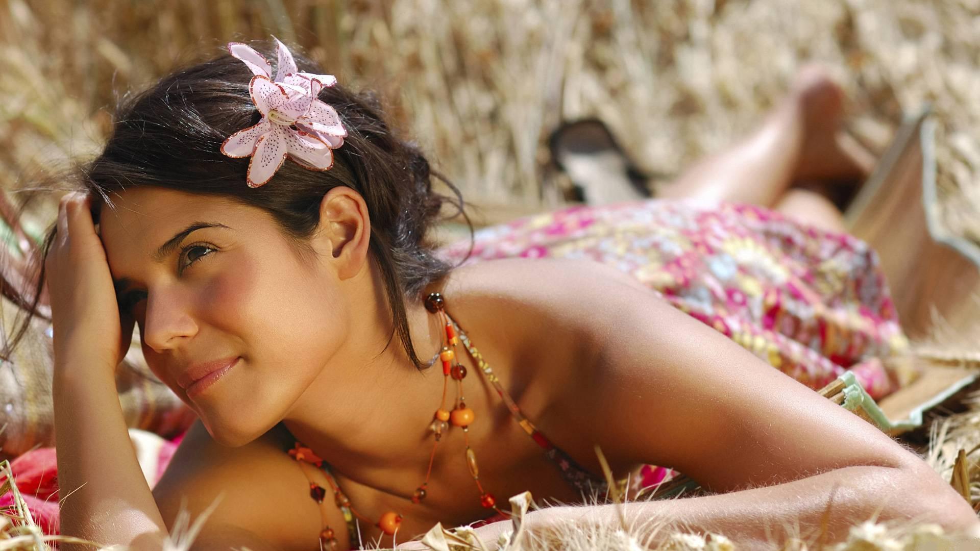 девушка улыбка цветы на телефон