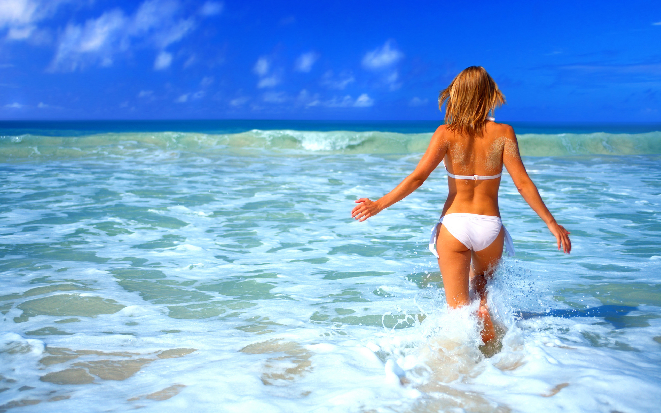 Hot blond chicks gets banged hard on the white sand of a tropical island beach № 773576 загрузить