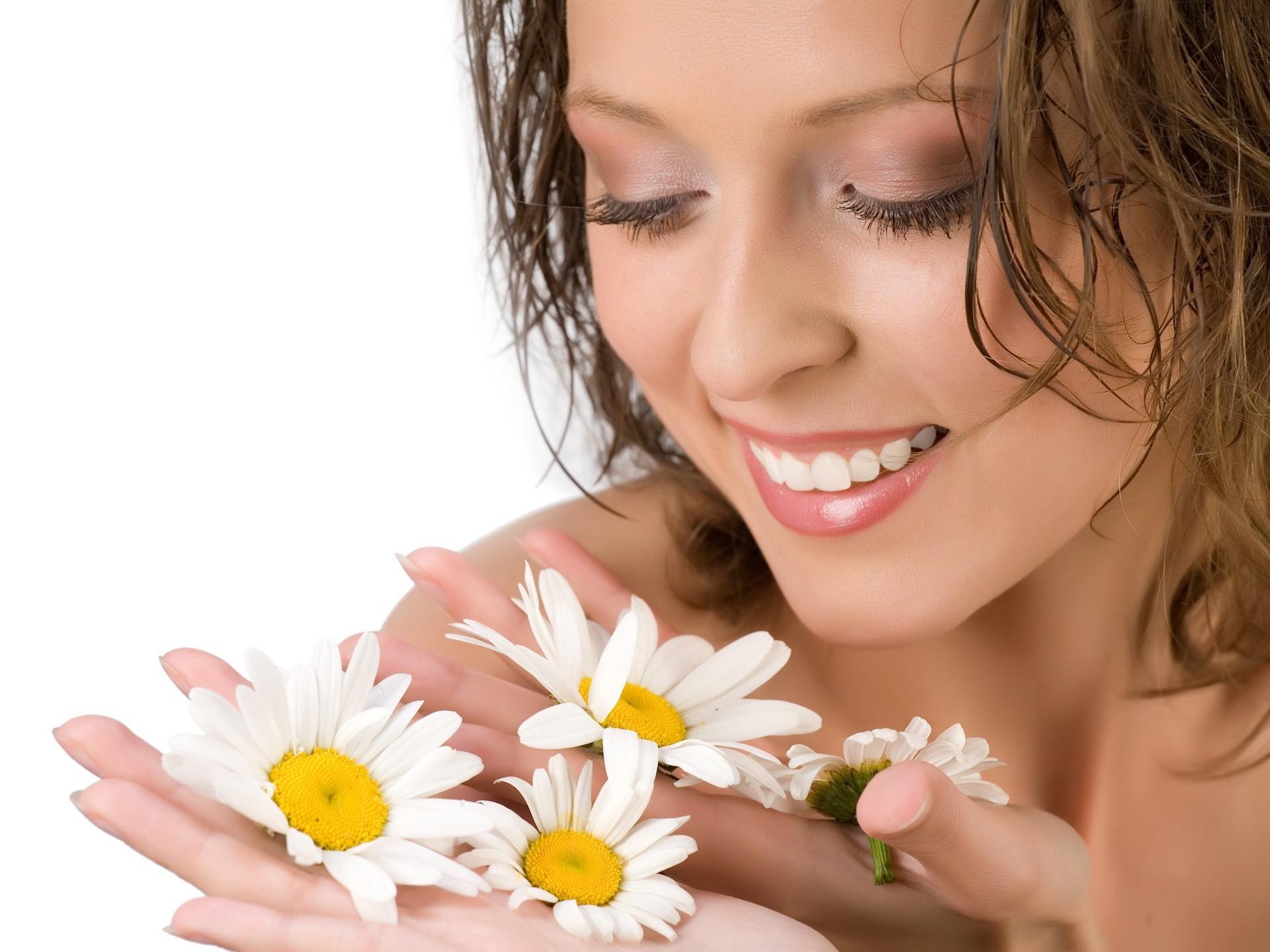 Января, открытка с улыбкой девушки