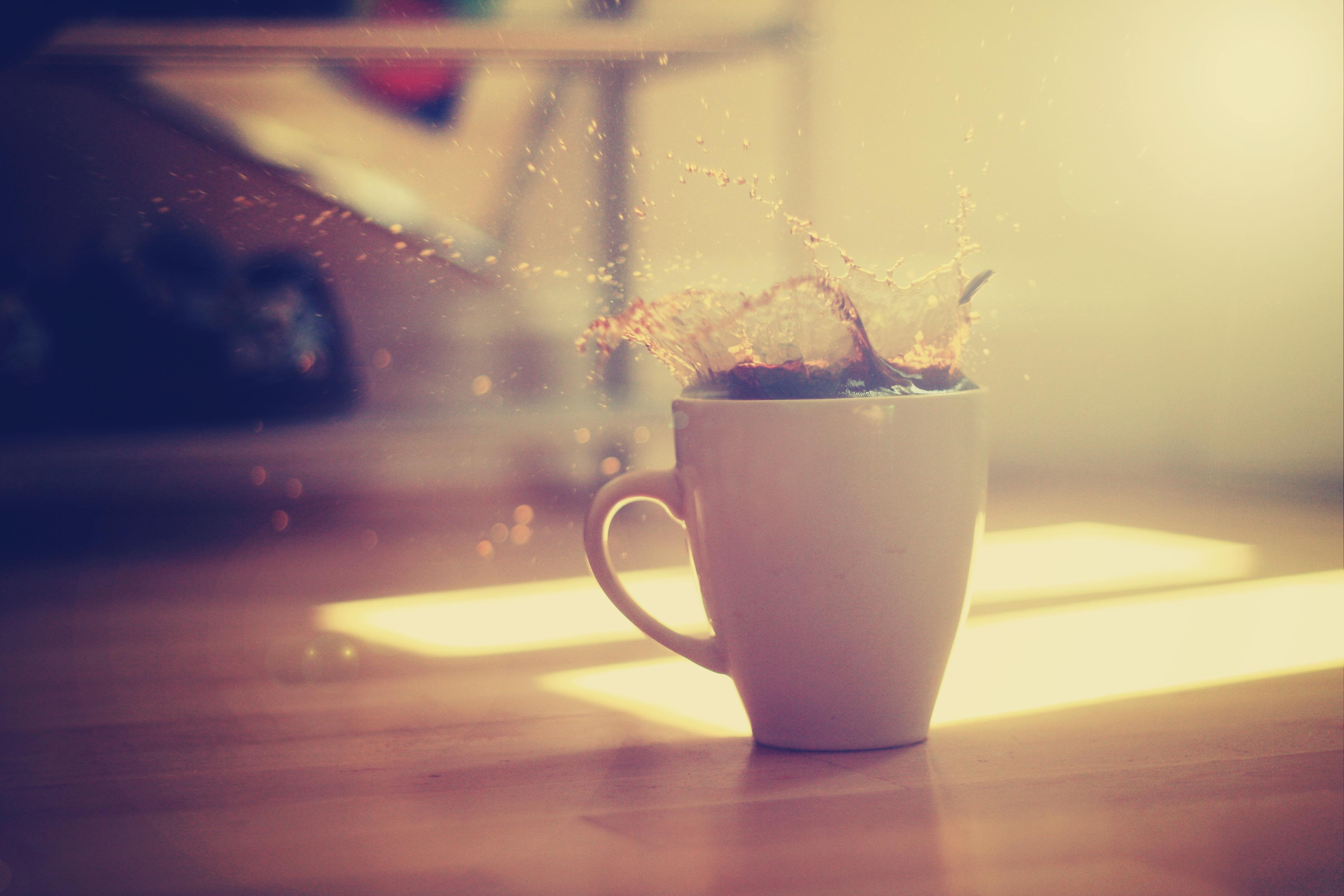 утренняя девушка с чаем  № 2871357 без смс