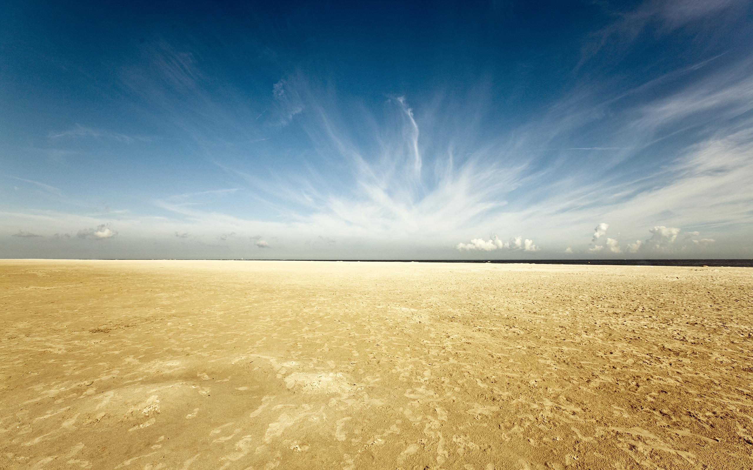 природа песок море горизонт небо облака  № 2577436 загрузить