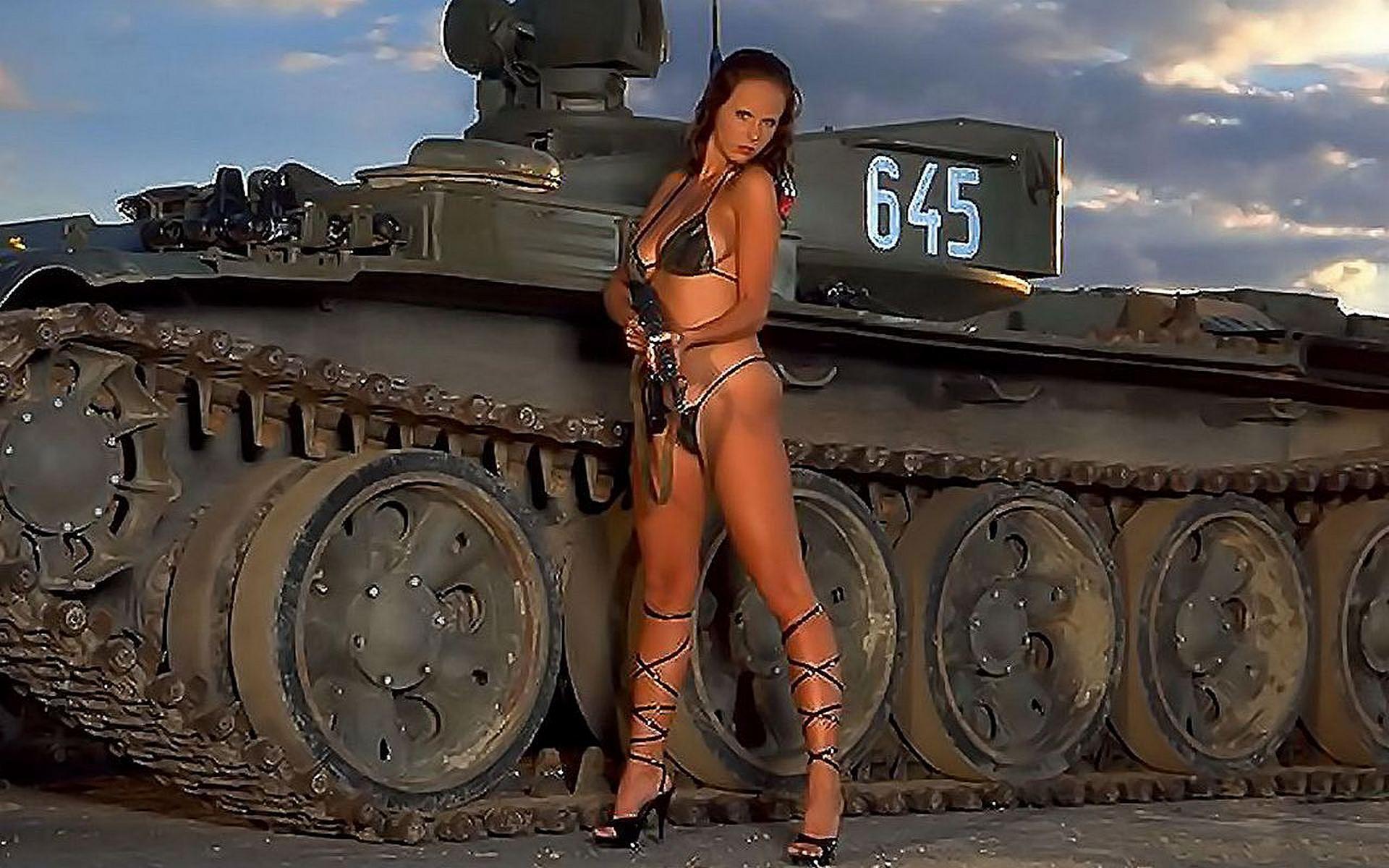 Фото голых девушек с танками 11 фотография