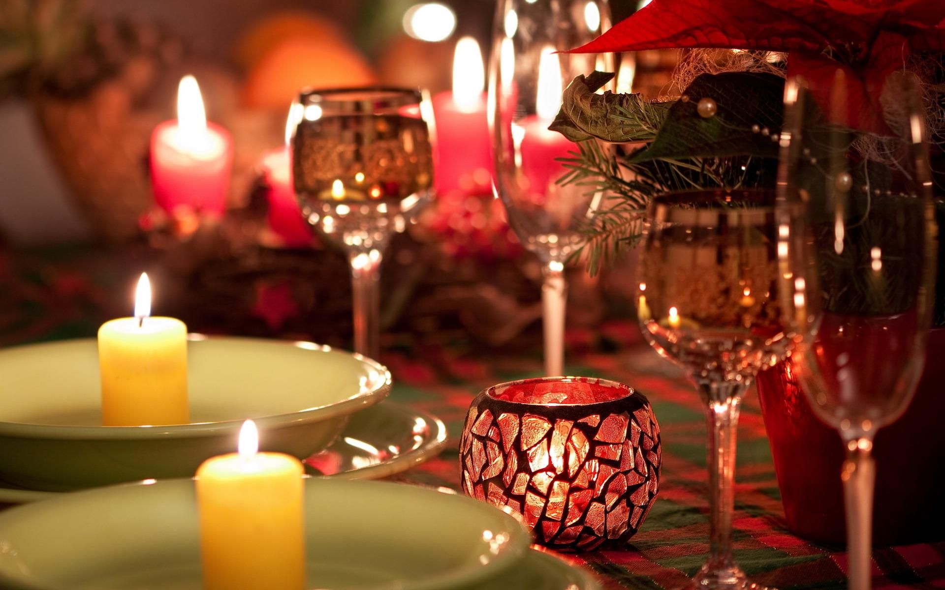 розы, желтые, сервировка, фужеры, свечи загрузить