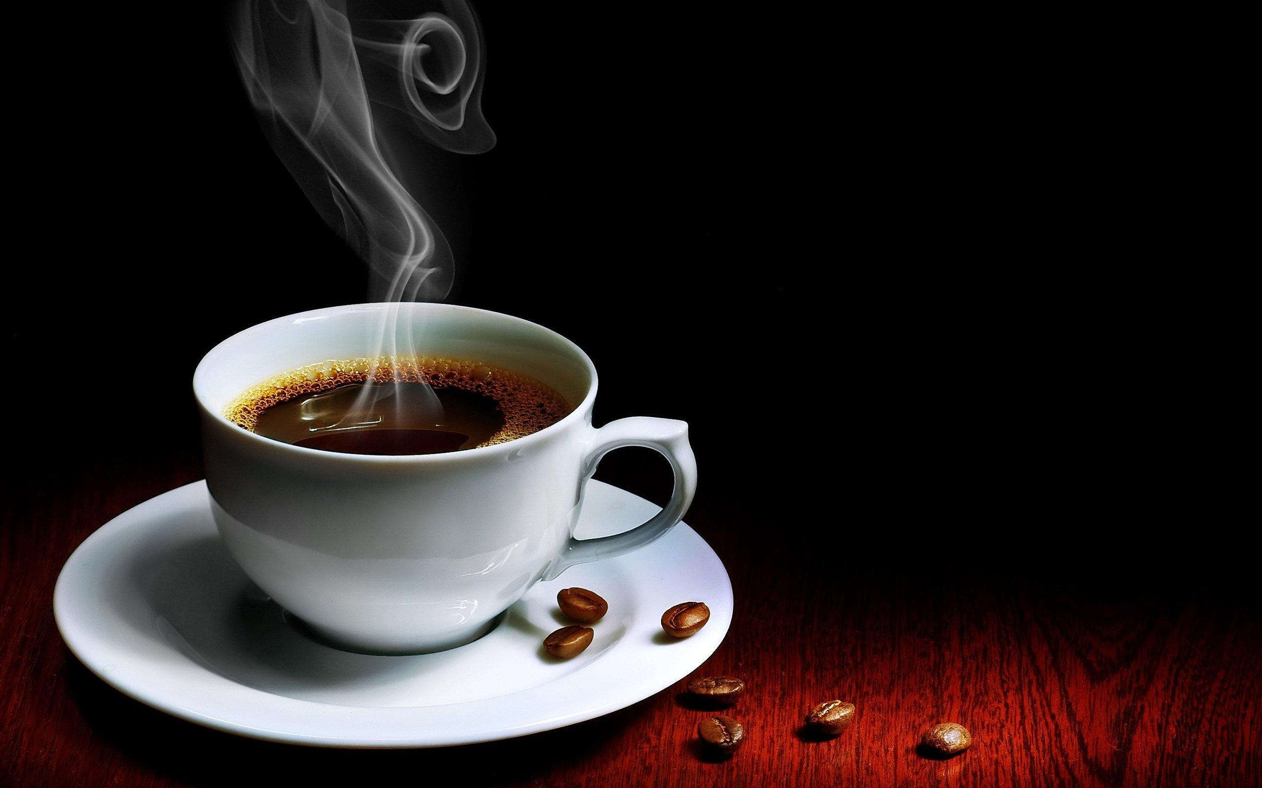 мероприятий: кино, фото с чашкой кофе смотрится