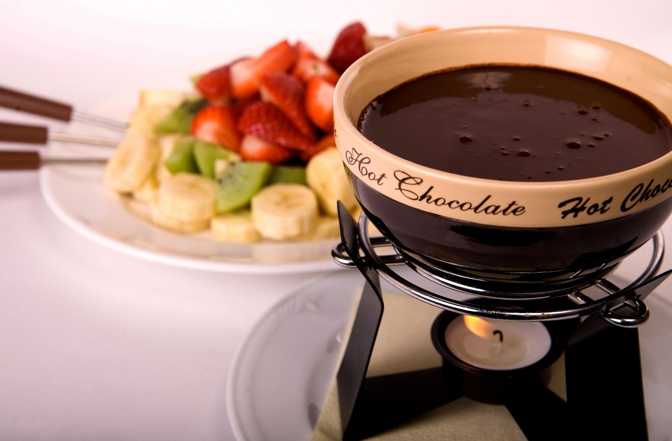 Горячий шоколад над свечой бесплатно