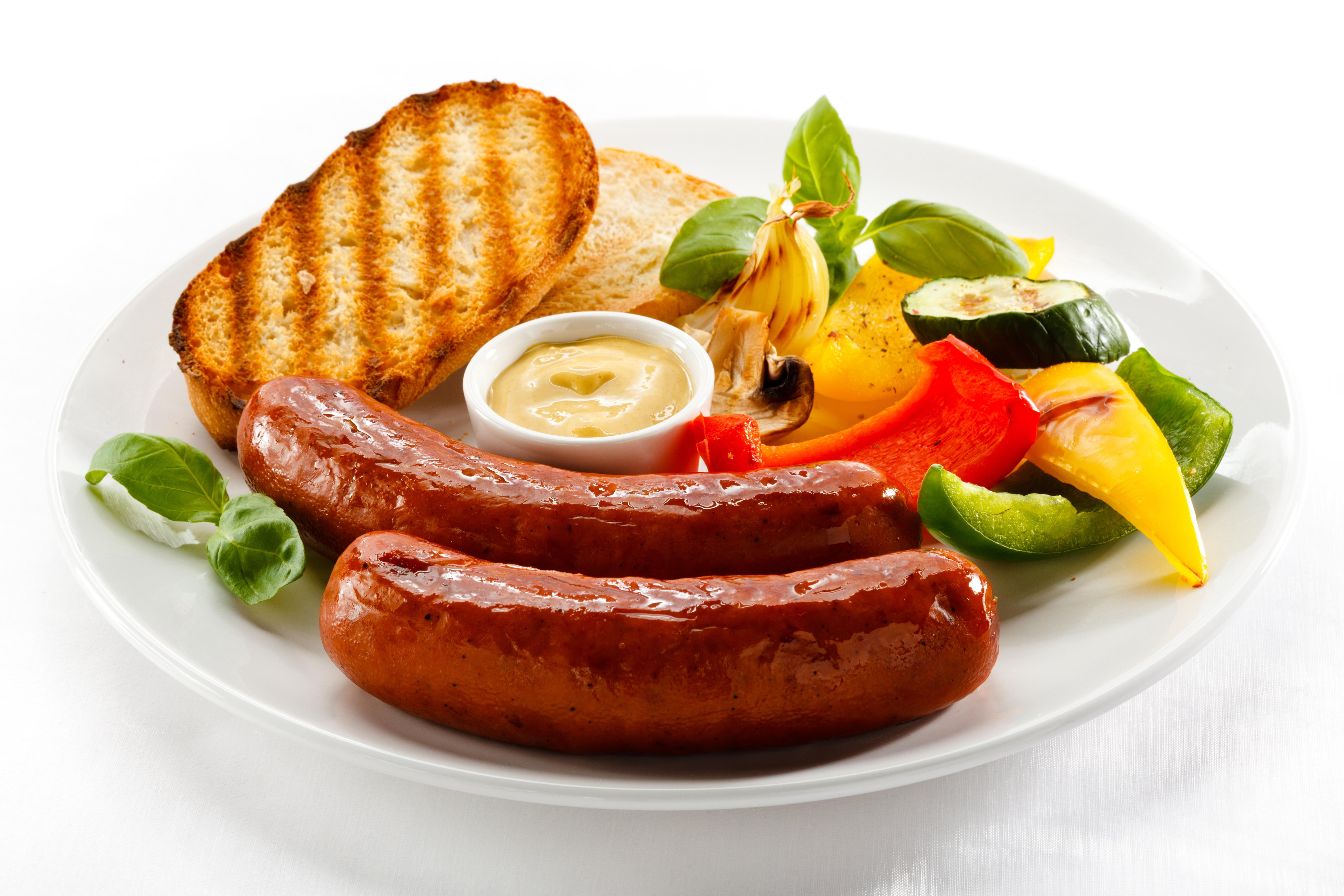 еда колбаса сосиски мясо салат  № 2121821 бесплатно