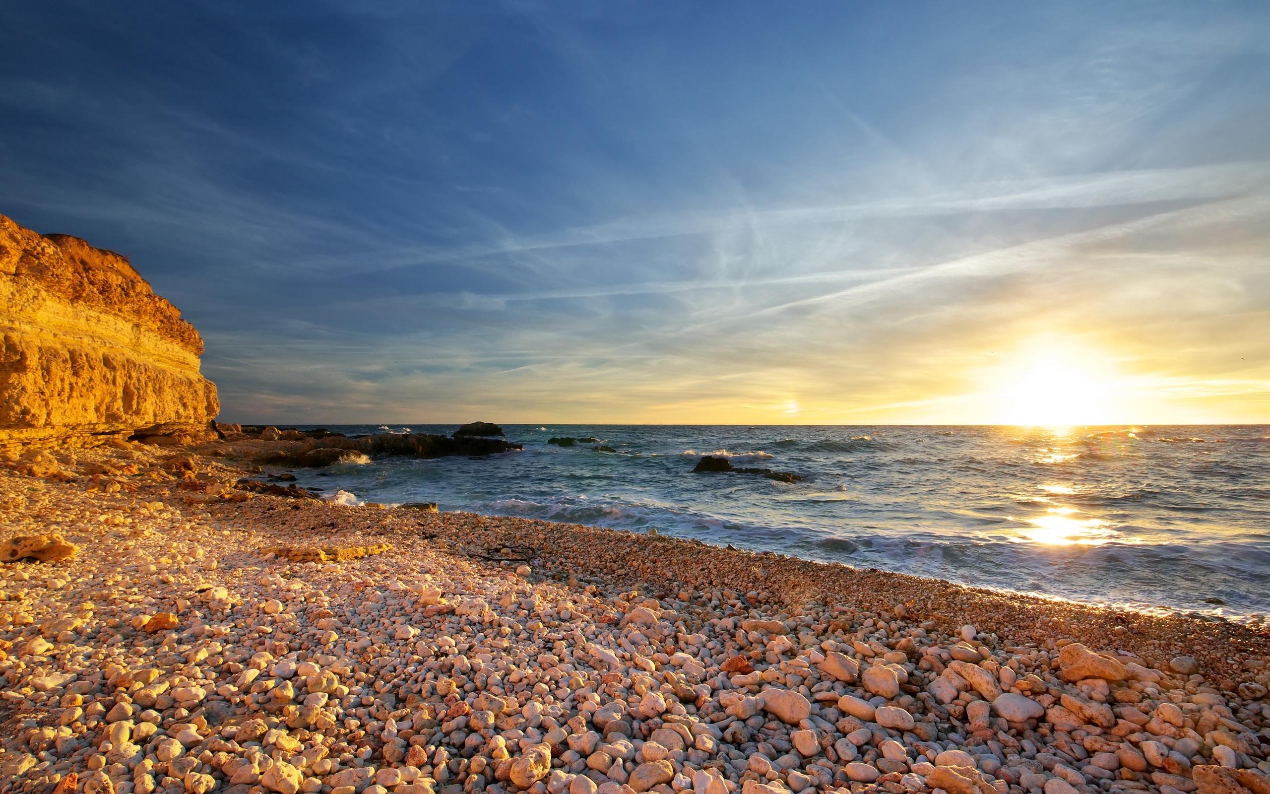 пляж берег камни море  № 1955911  скачать
