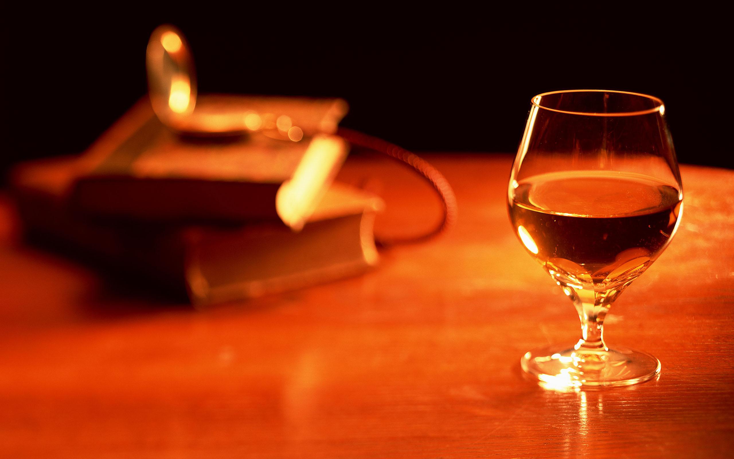 беседе фото коньяка с рюмкой на столе кодится, сценарий пишется