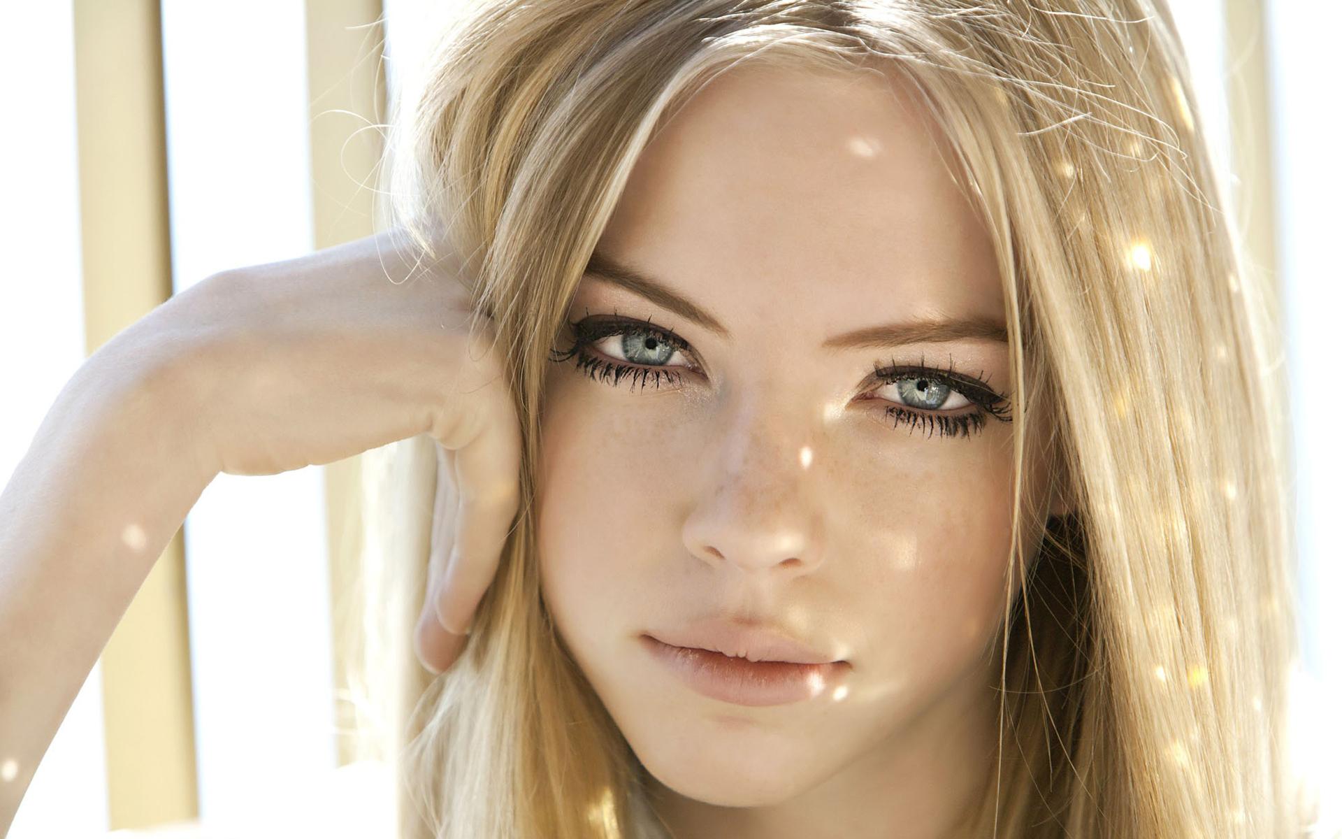 Блондинка с милым носом, фото самых шикарных попок в россии