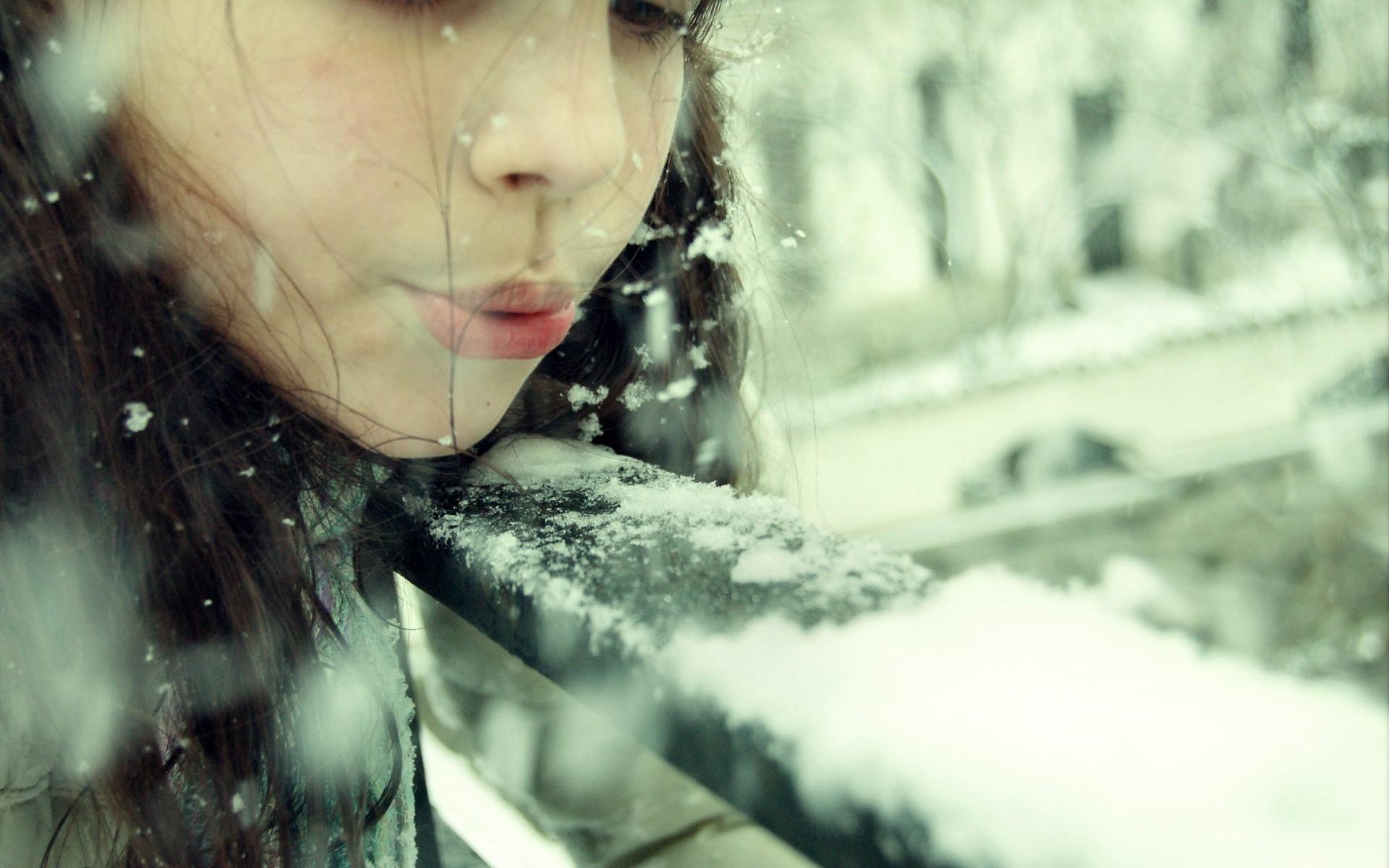 девушка брюнетка зима снег winter snow  № 2816666 бесплатно