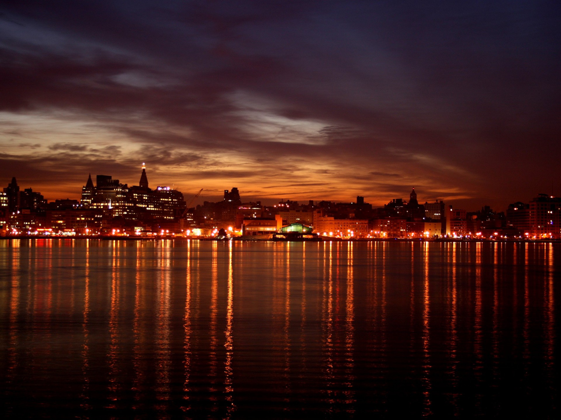 небоскребы город вода огни ночь  № 3981315 загрузить