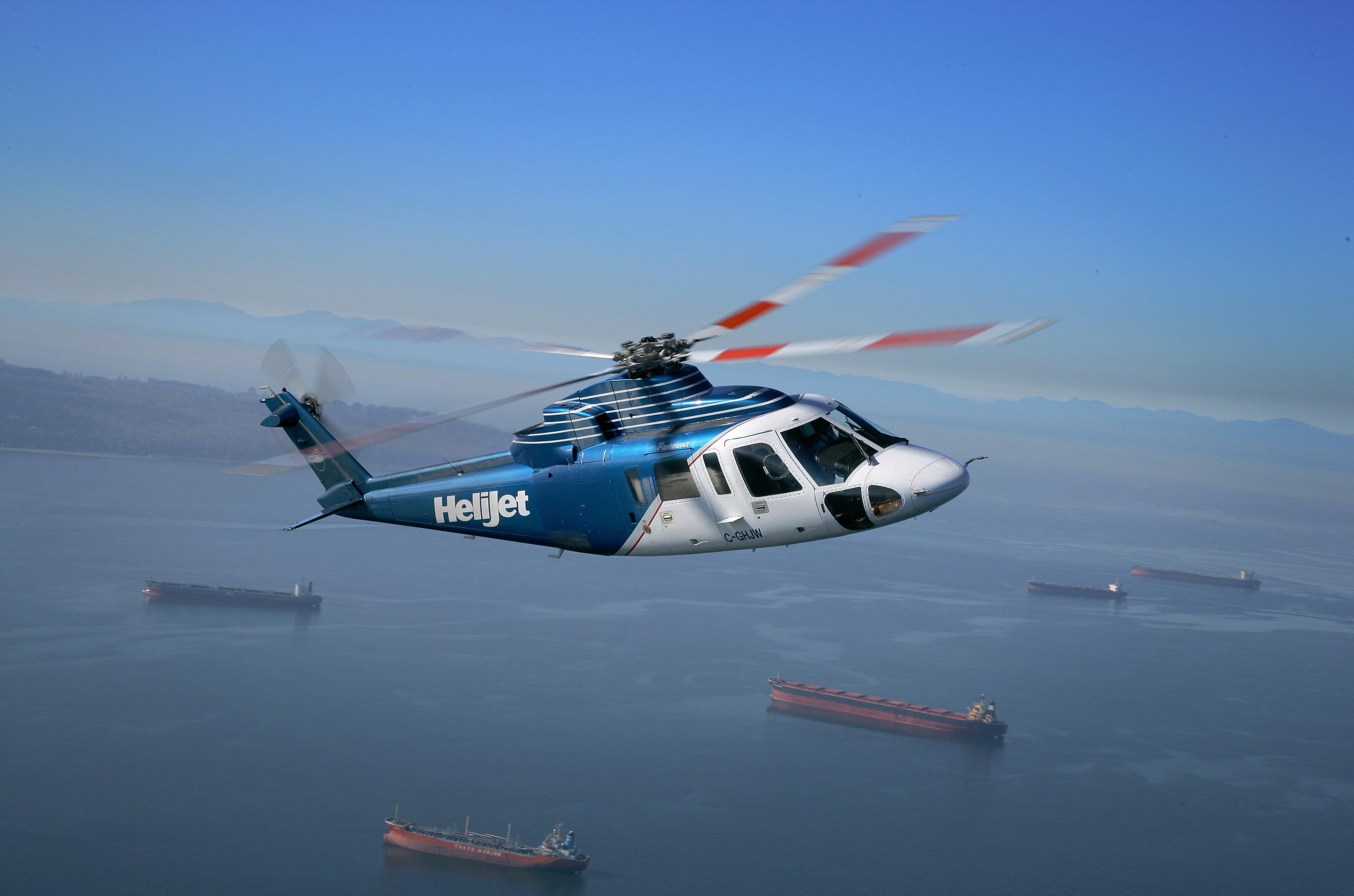 Летящий вертолет без смс