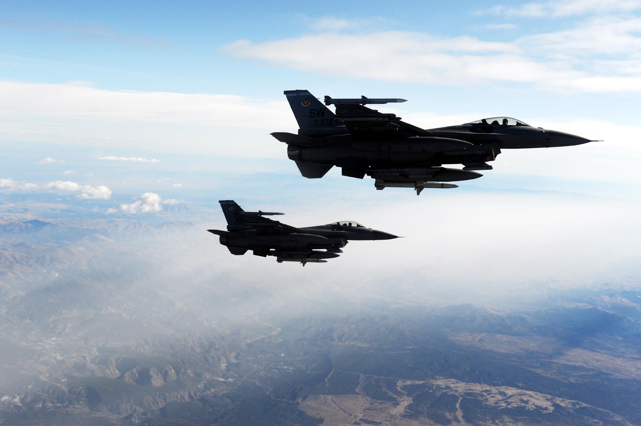 авиация самолет желтый F-16 Fighting Falcon  № 3755641 бесплатно