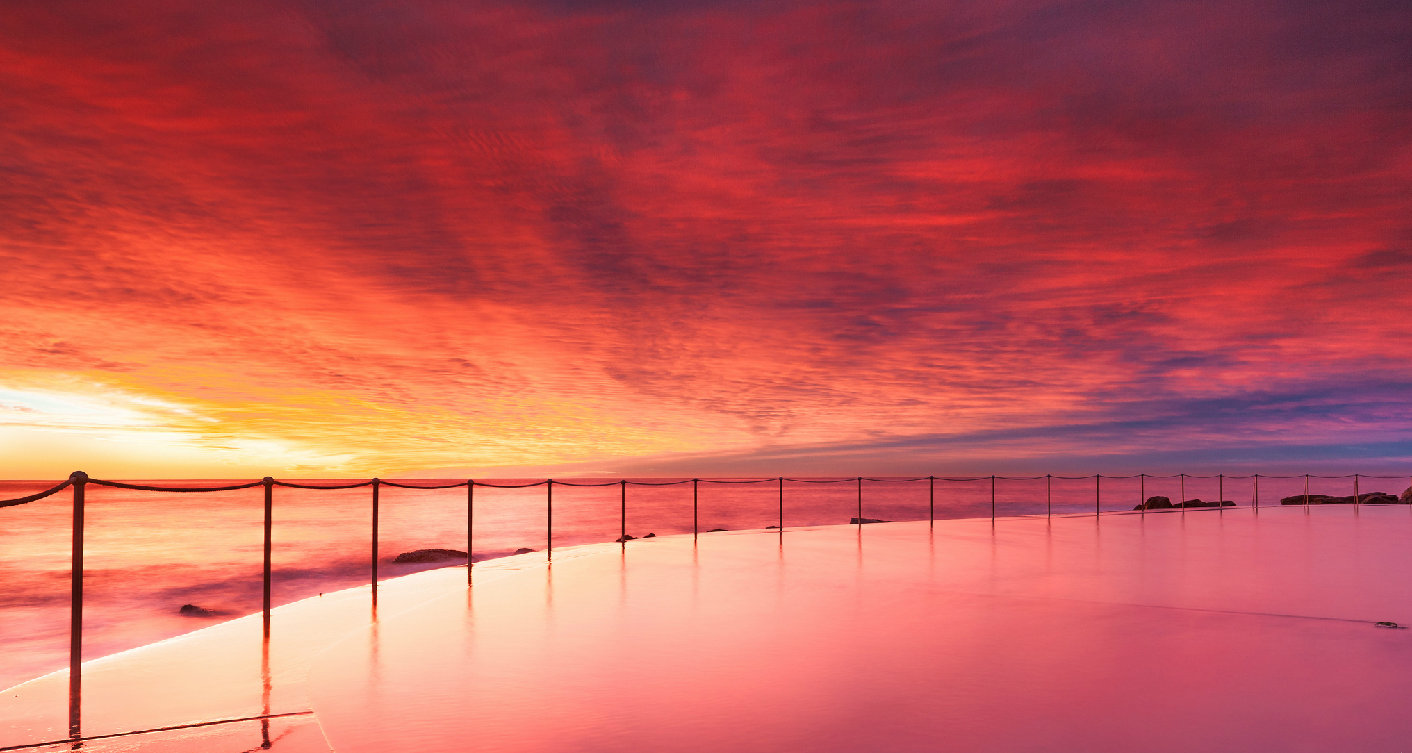 красно-розовый закат без смс