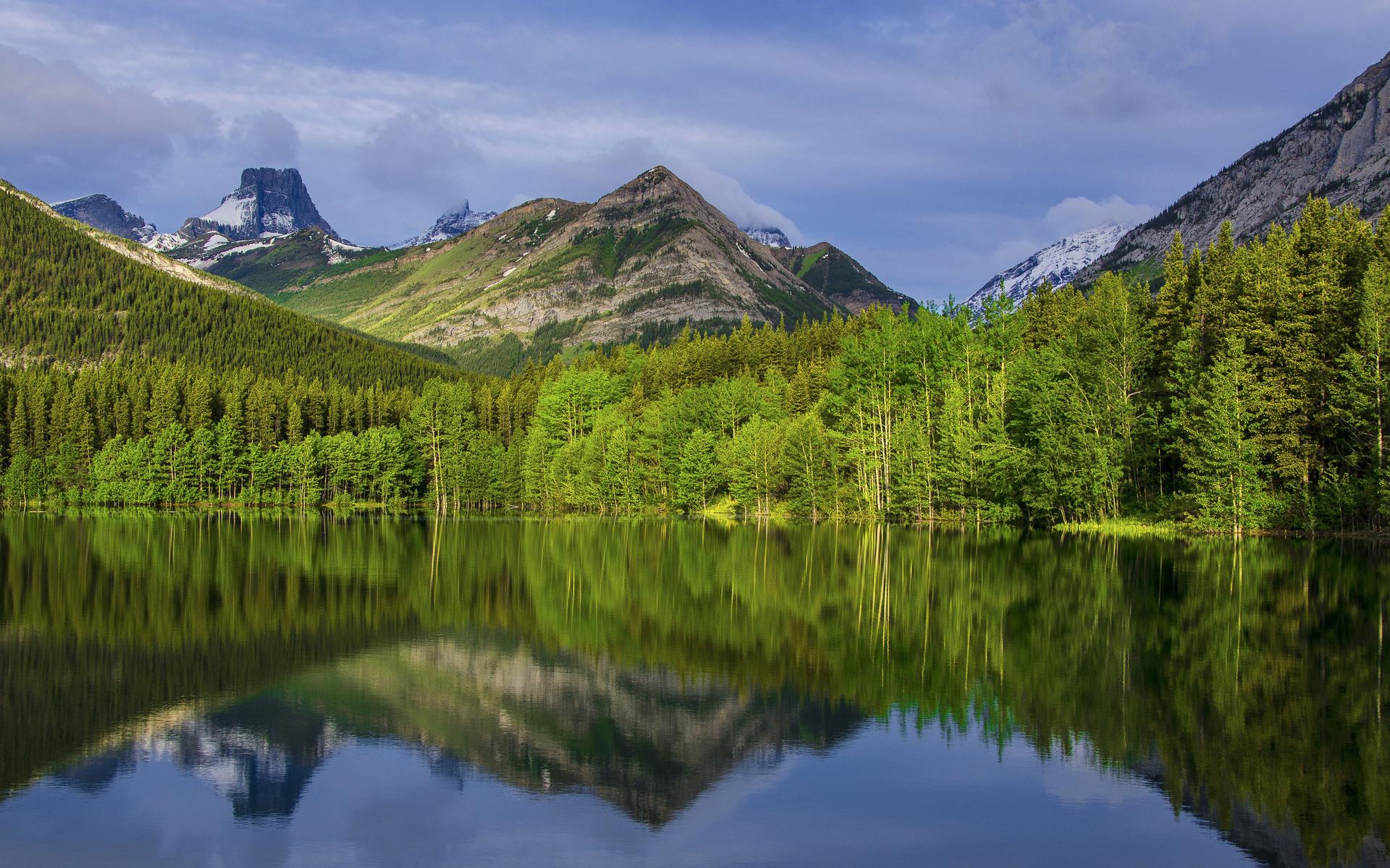 Озеро, гора, зеленый лес  № 621628 бесплатно