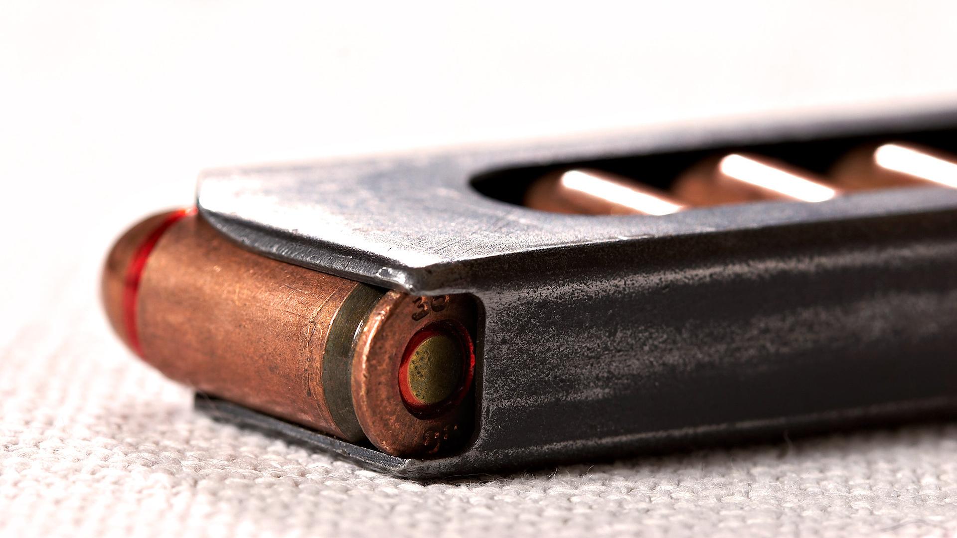 Пистолет обоймы патроны на телефон