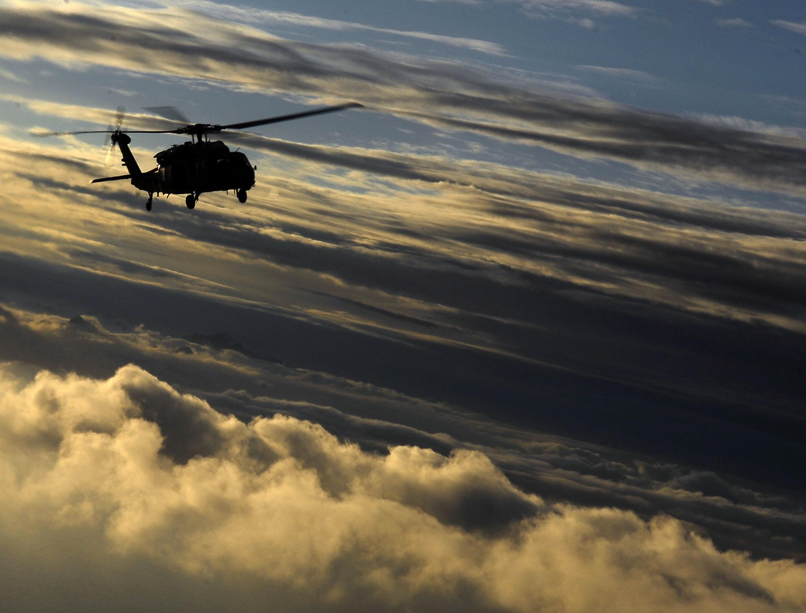 Летящий вертолет бесплатно