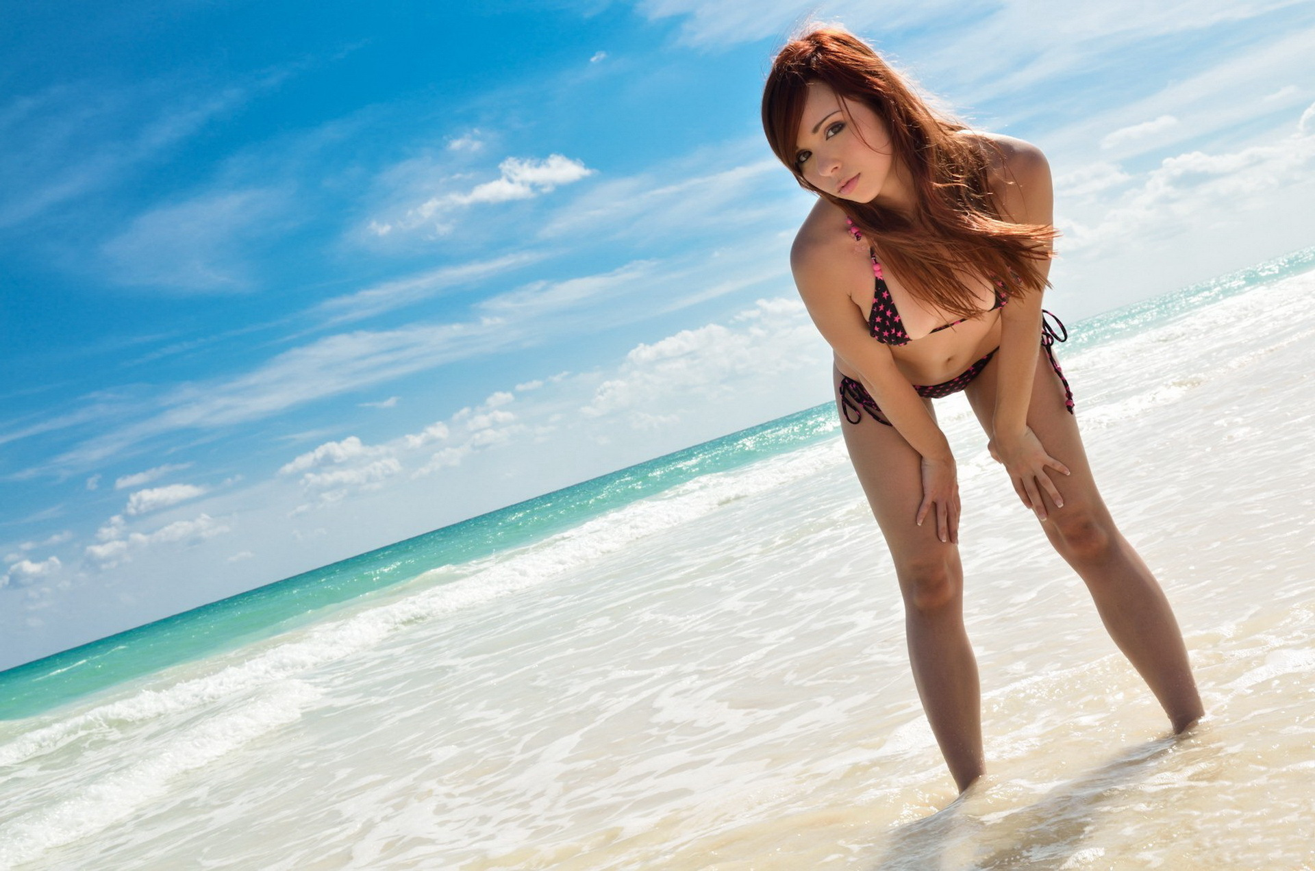18 Year old girl poses totally nude on a deserted sandy beach № 273281  скачать