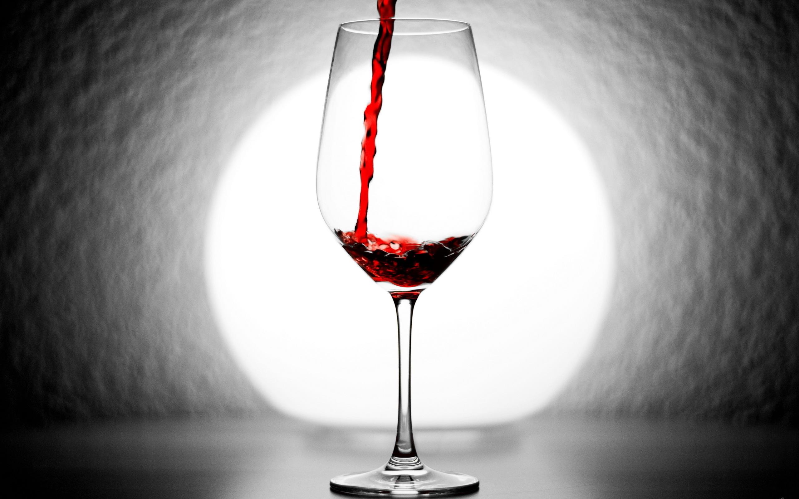 красное вино бокалы графин скачать