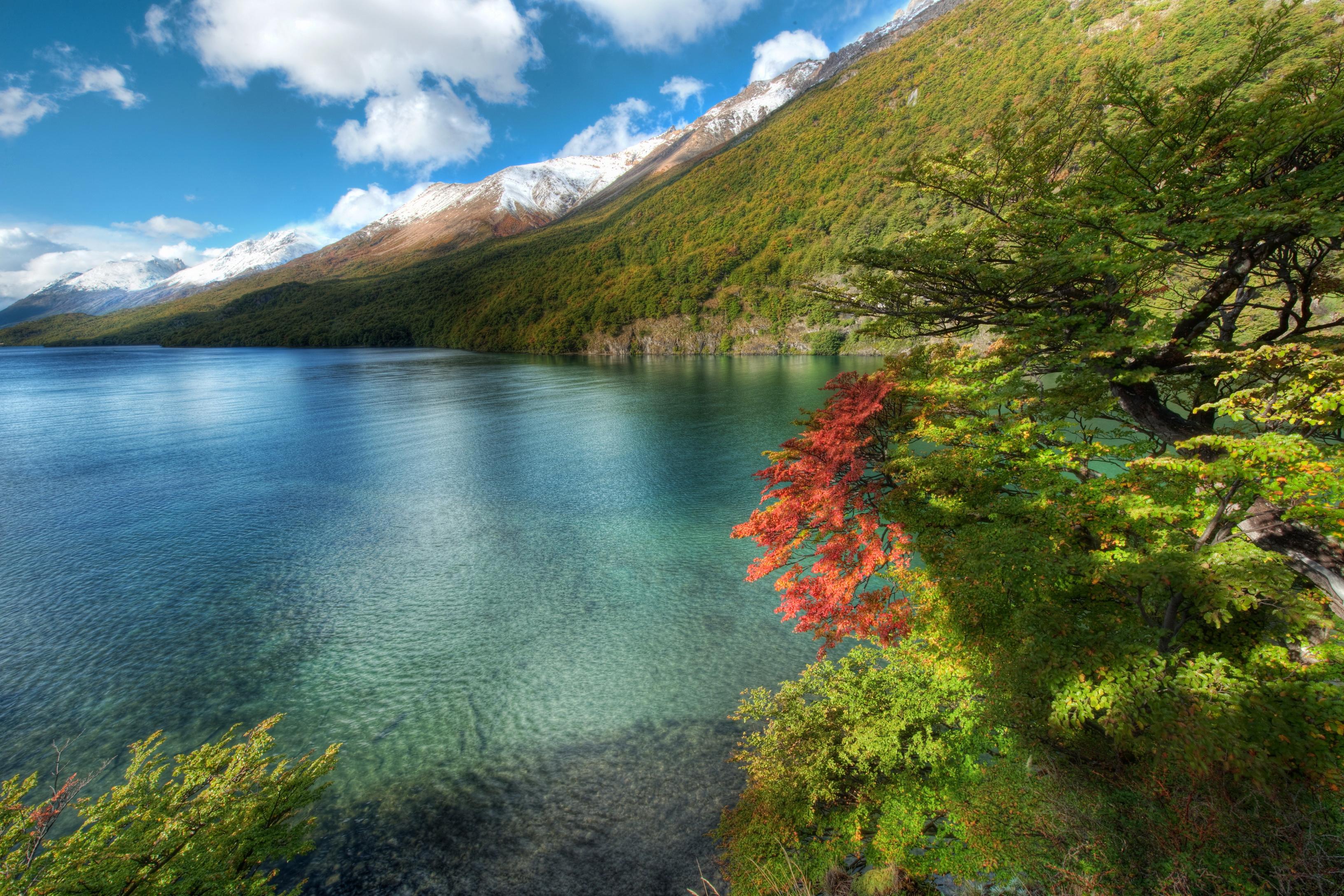 Озеро в пустынных горах без смс