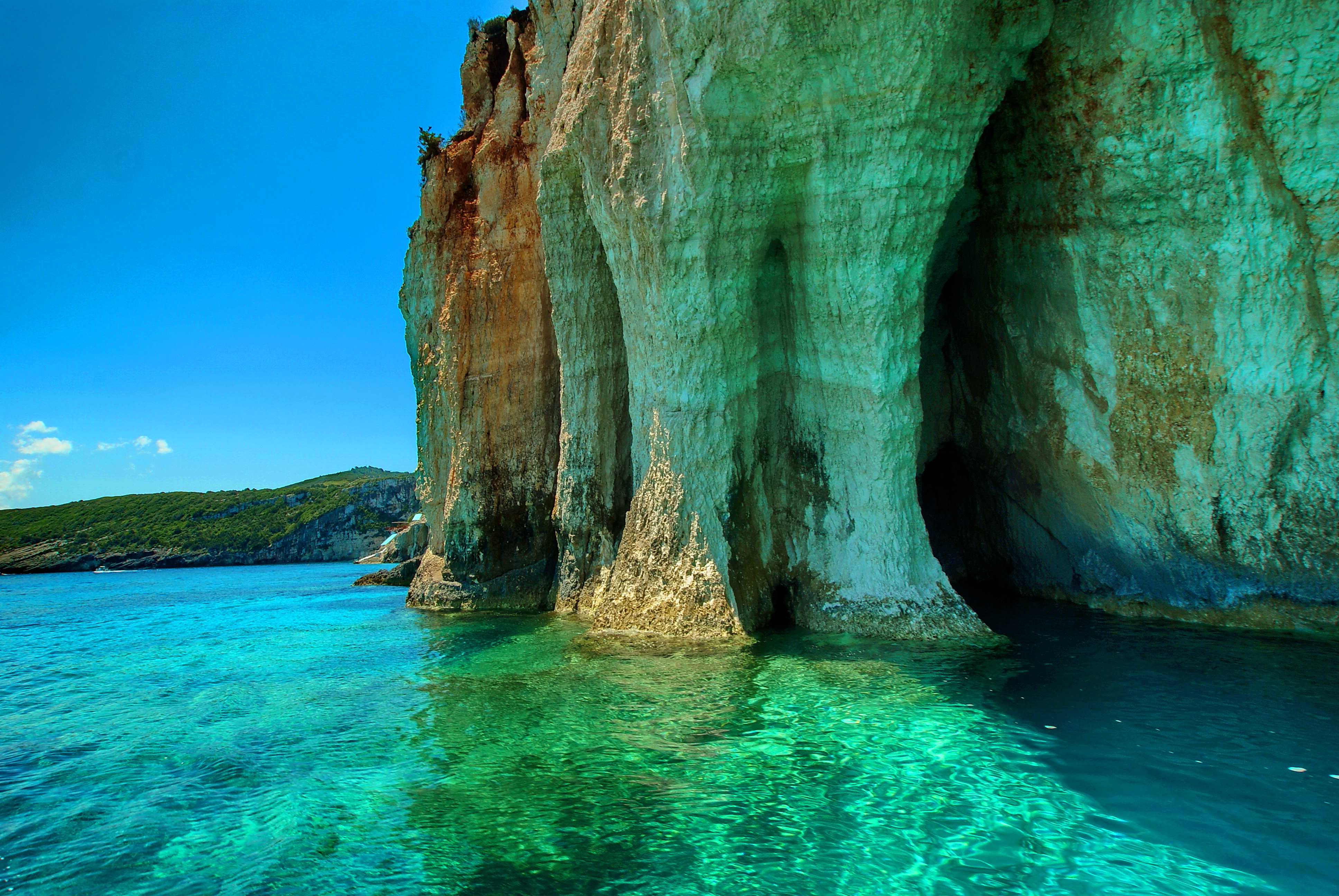 скалы в море скачать