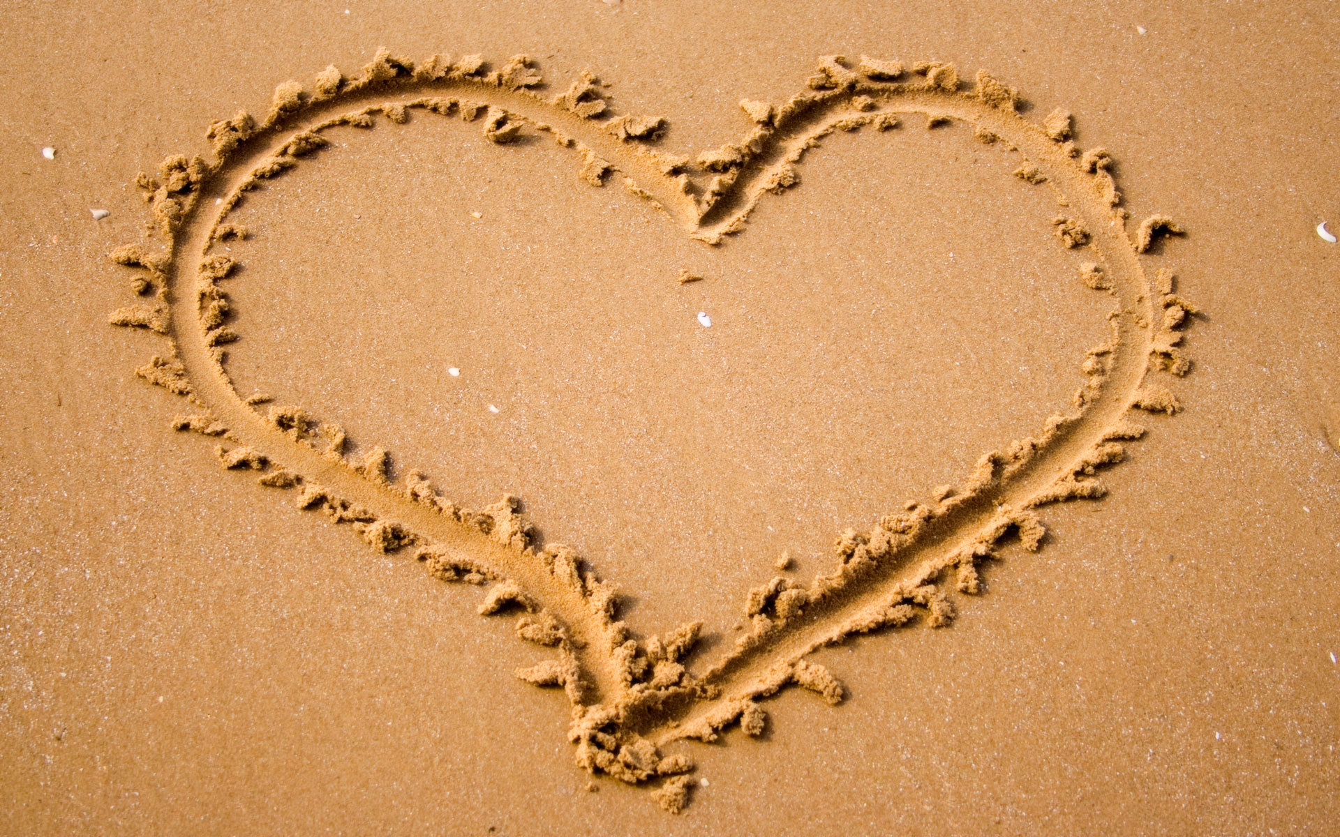 2011 надпись на песке возле волн  № 3342210 бесплатно