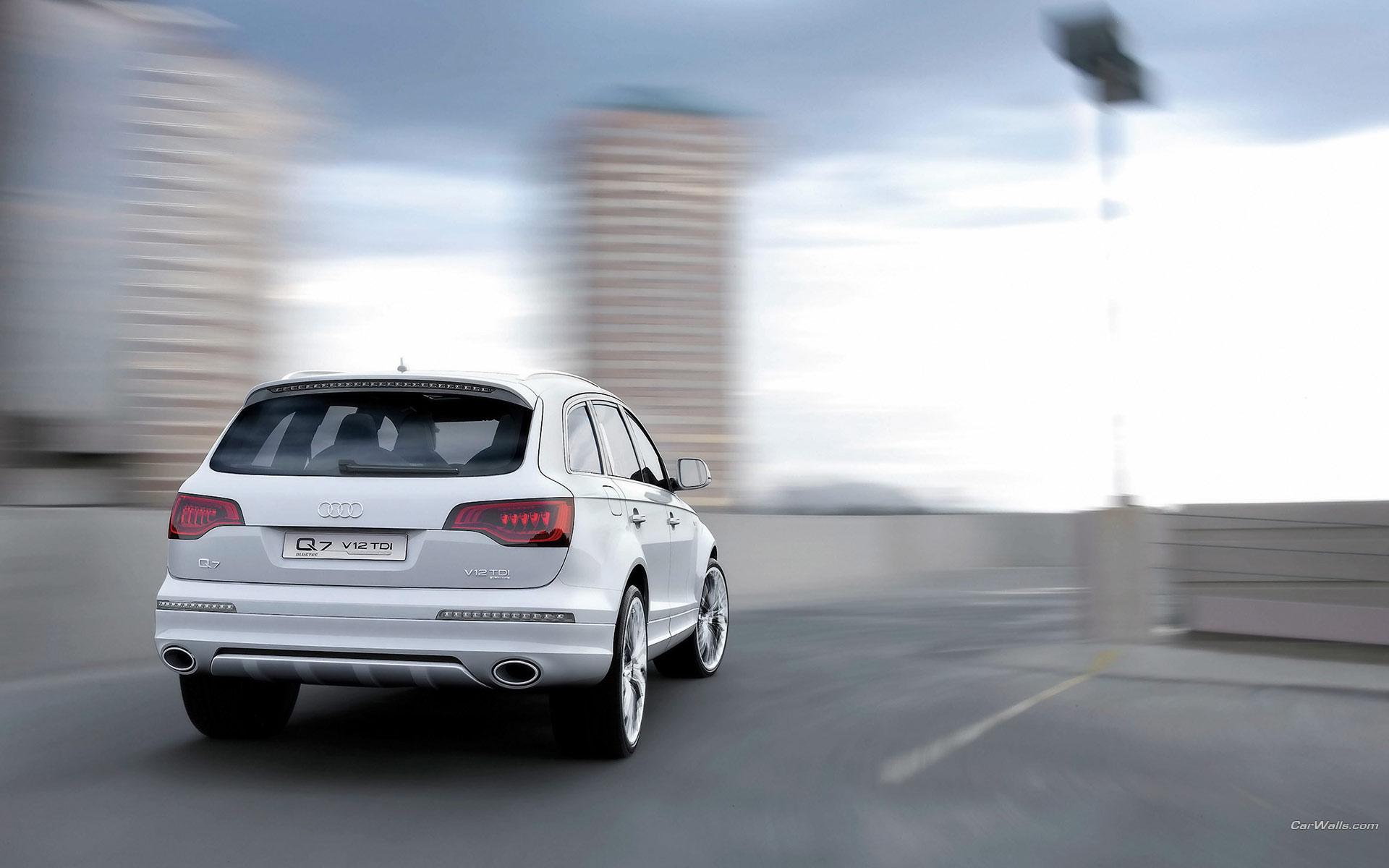 Audi Q7 в пустыне загрузить