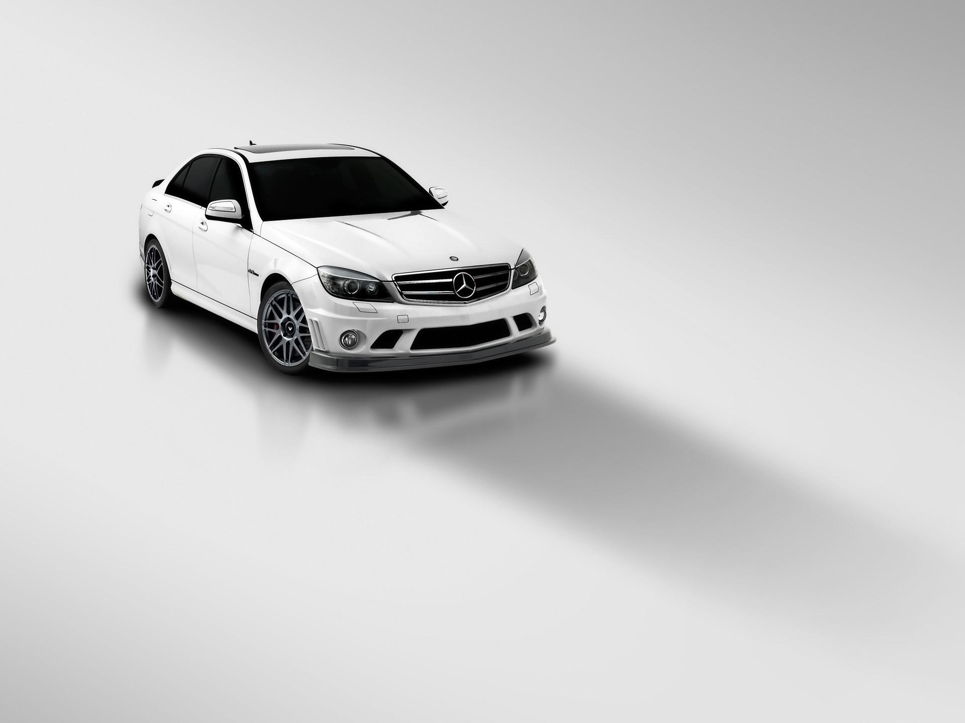 Белый авто на каменистой местности  № 214533  скачать