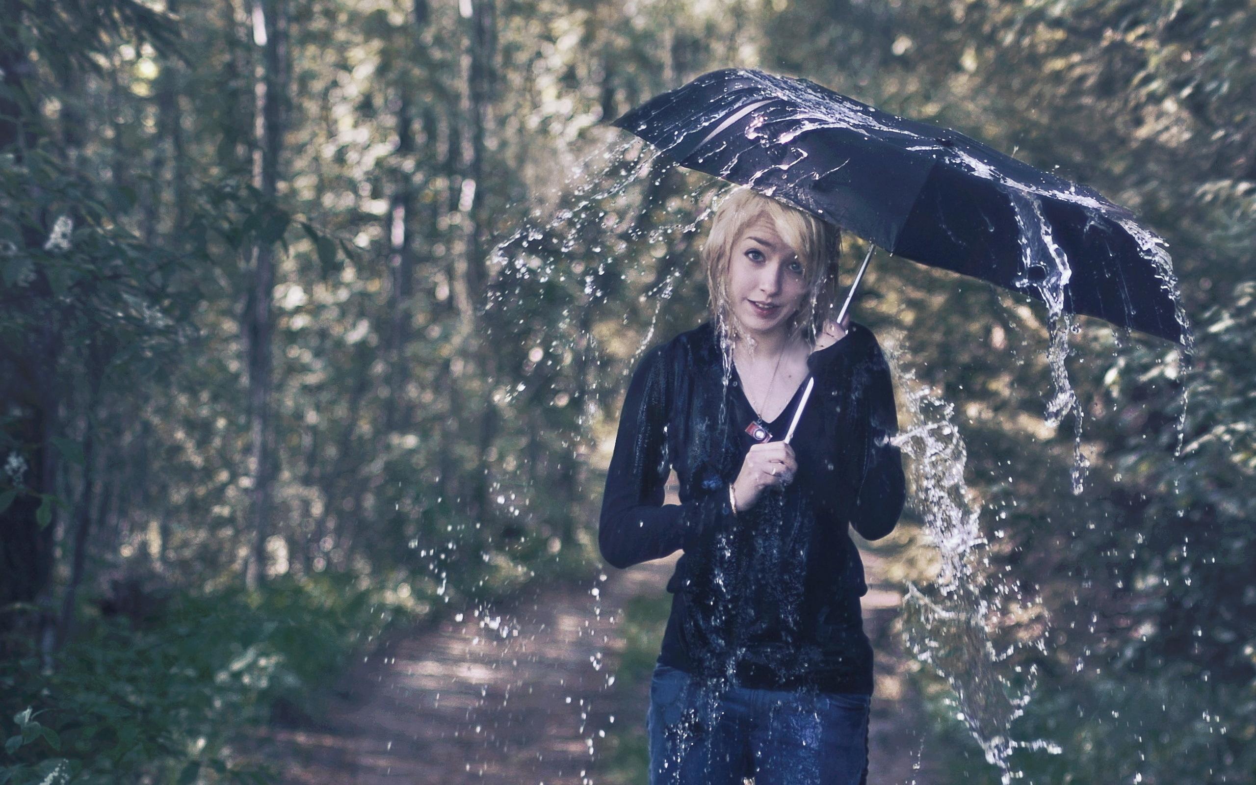 девушка зонт дождь природа  № 3582377 загрузить