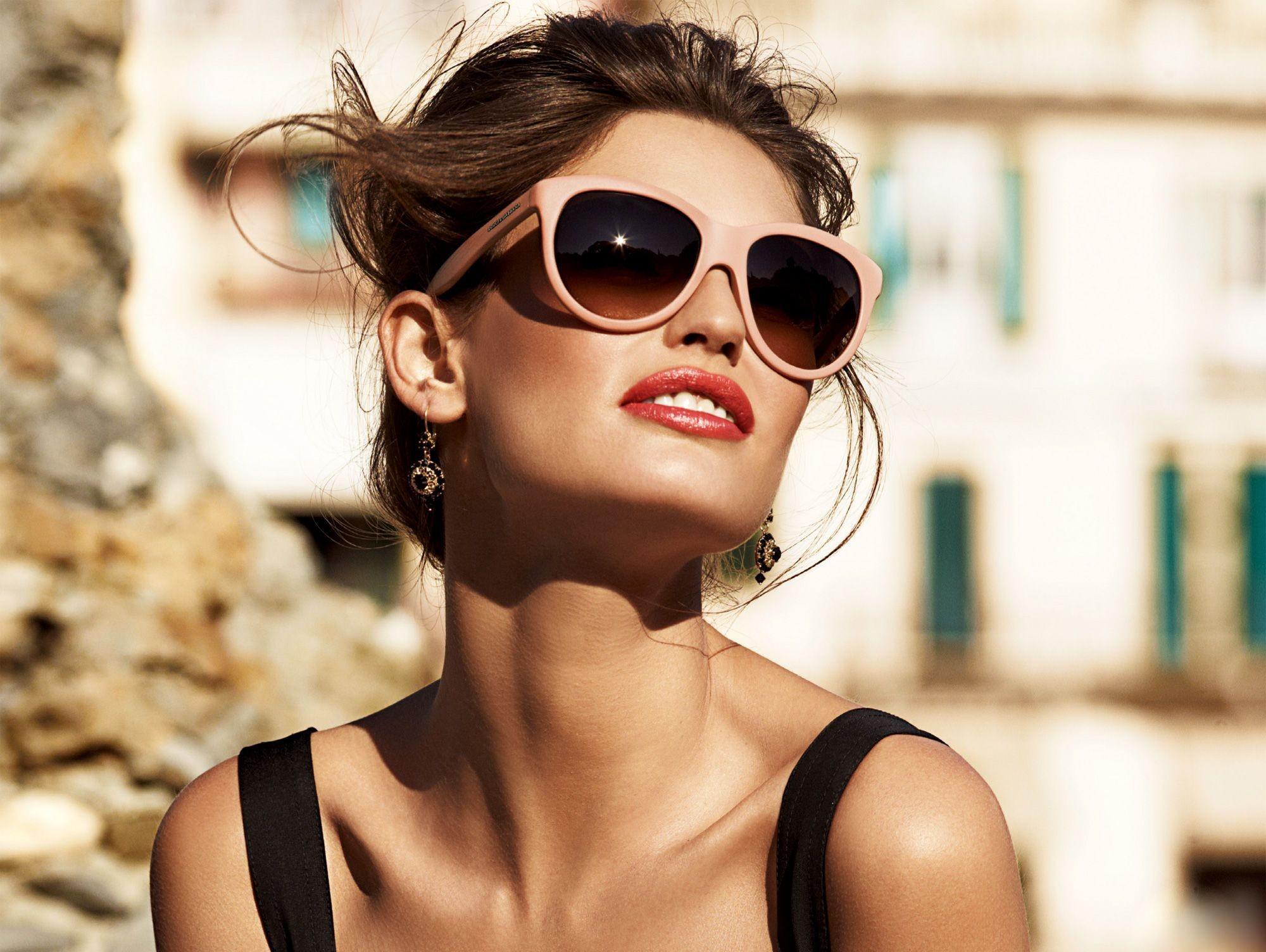 Красивая девушка картинка мода