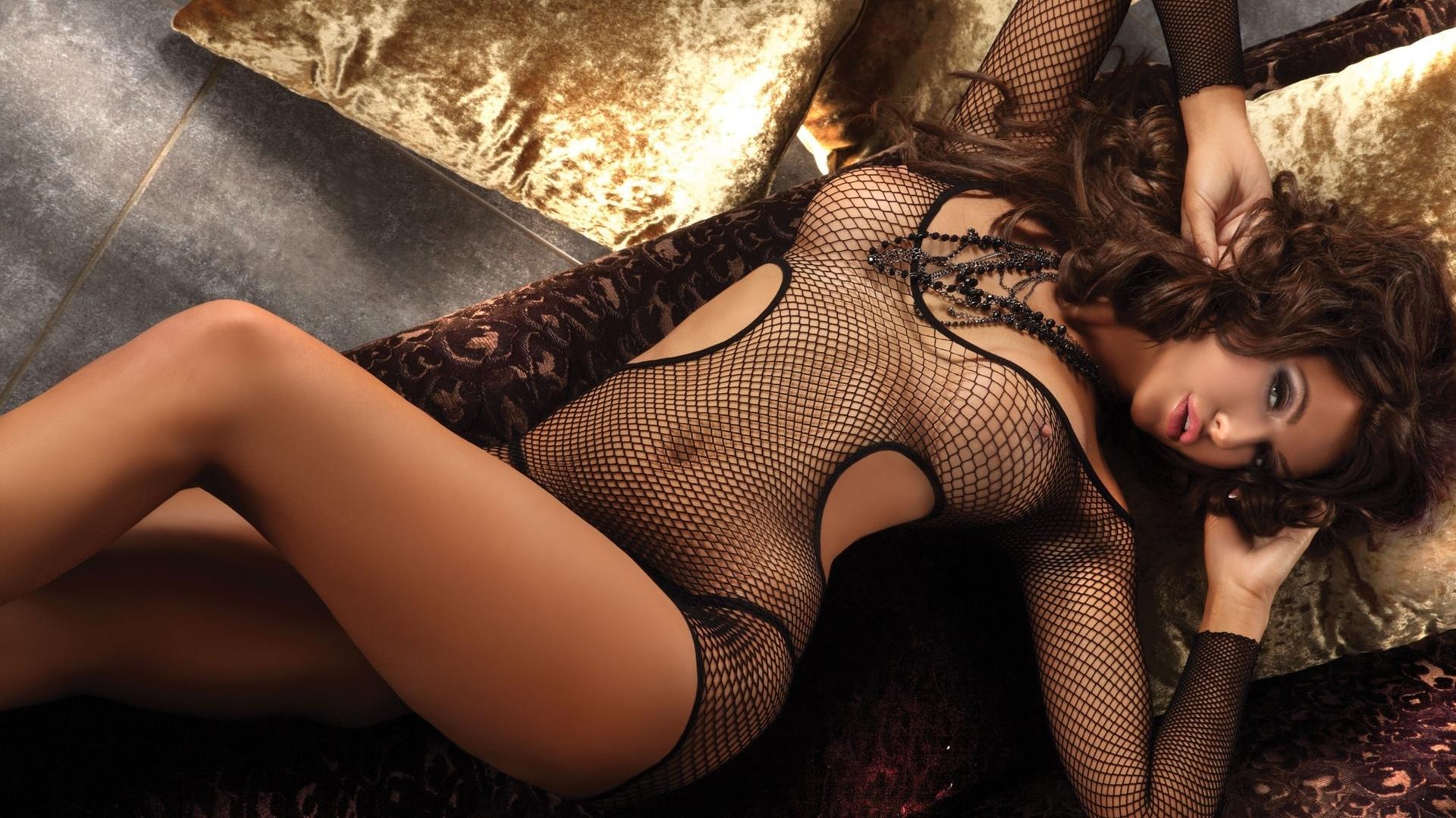 Эротическое фото с украшениями 22 фотография