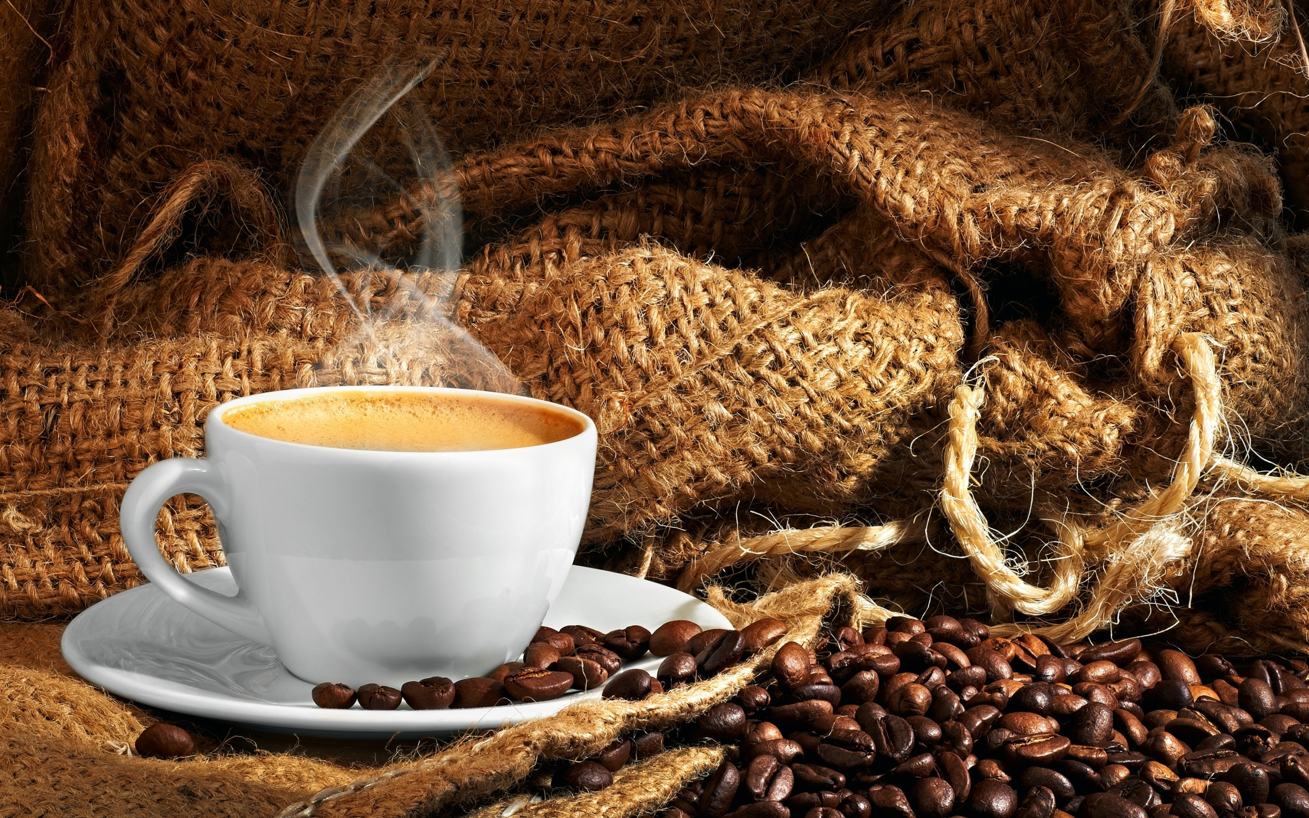 Чашка кофе с зернами  № 2153071  скачать