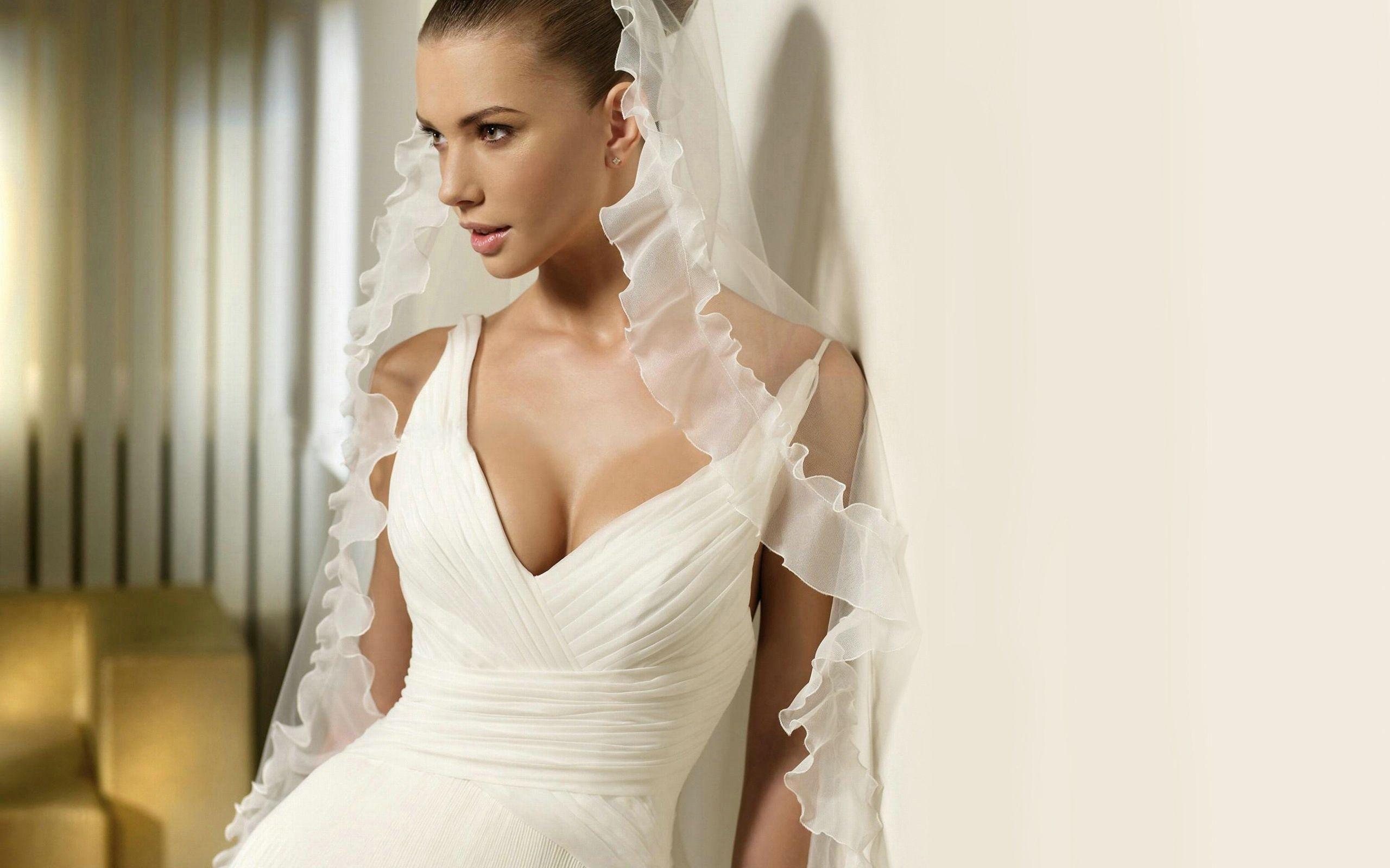 Шатенки в свадебном платье