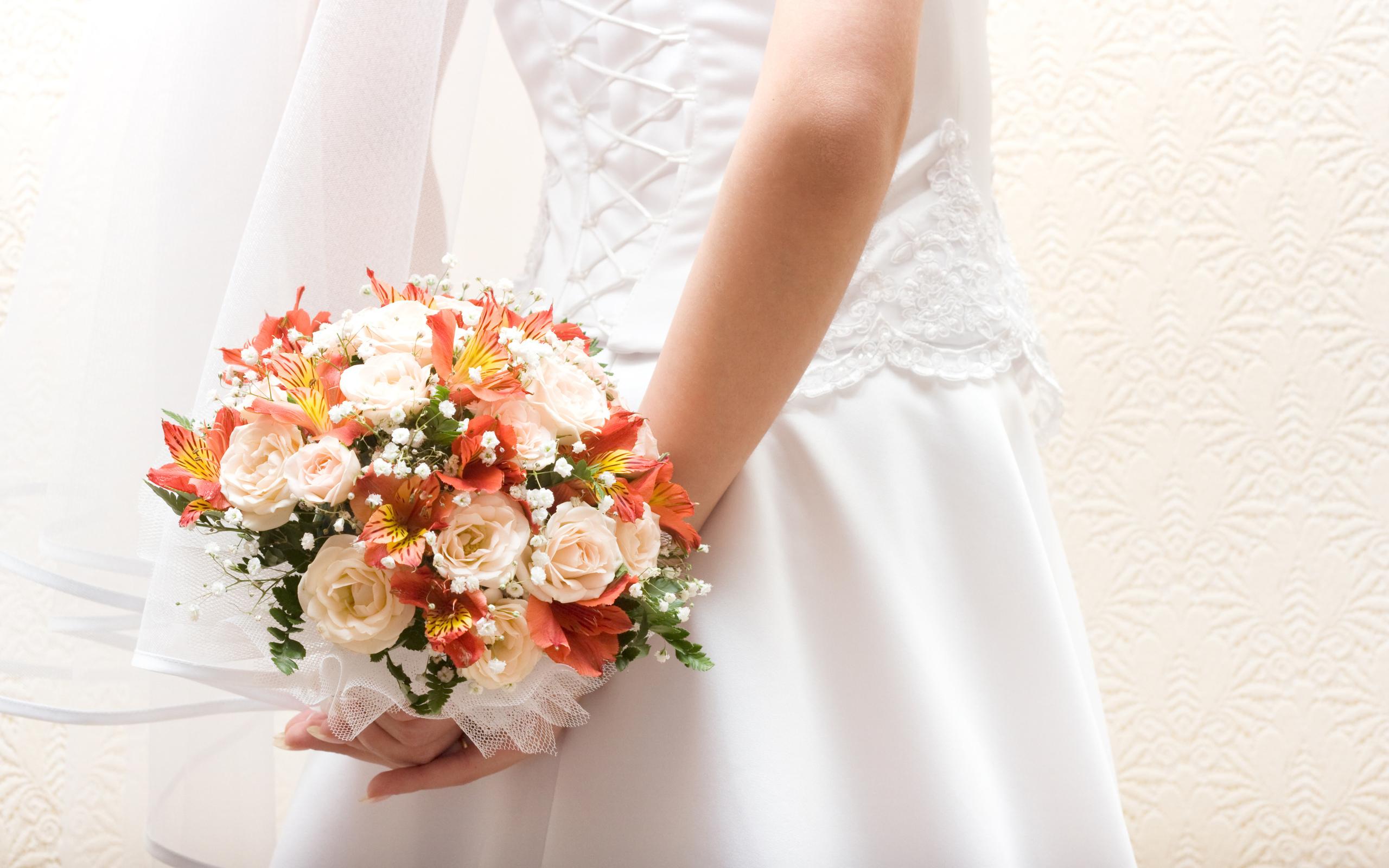 Платья свадебные и букеты