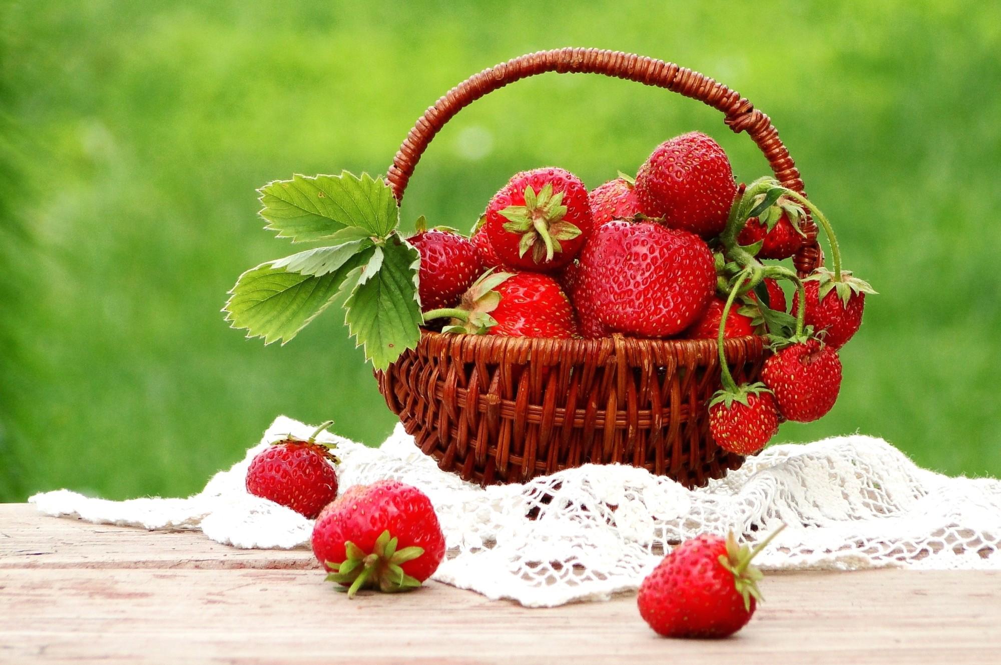 Днем рождения, открытки ягоды цветы