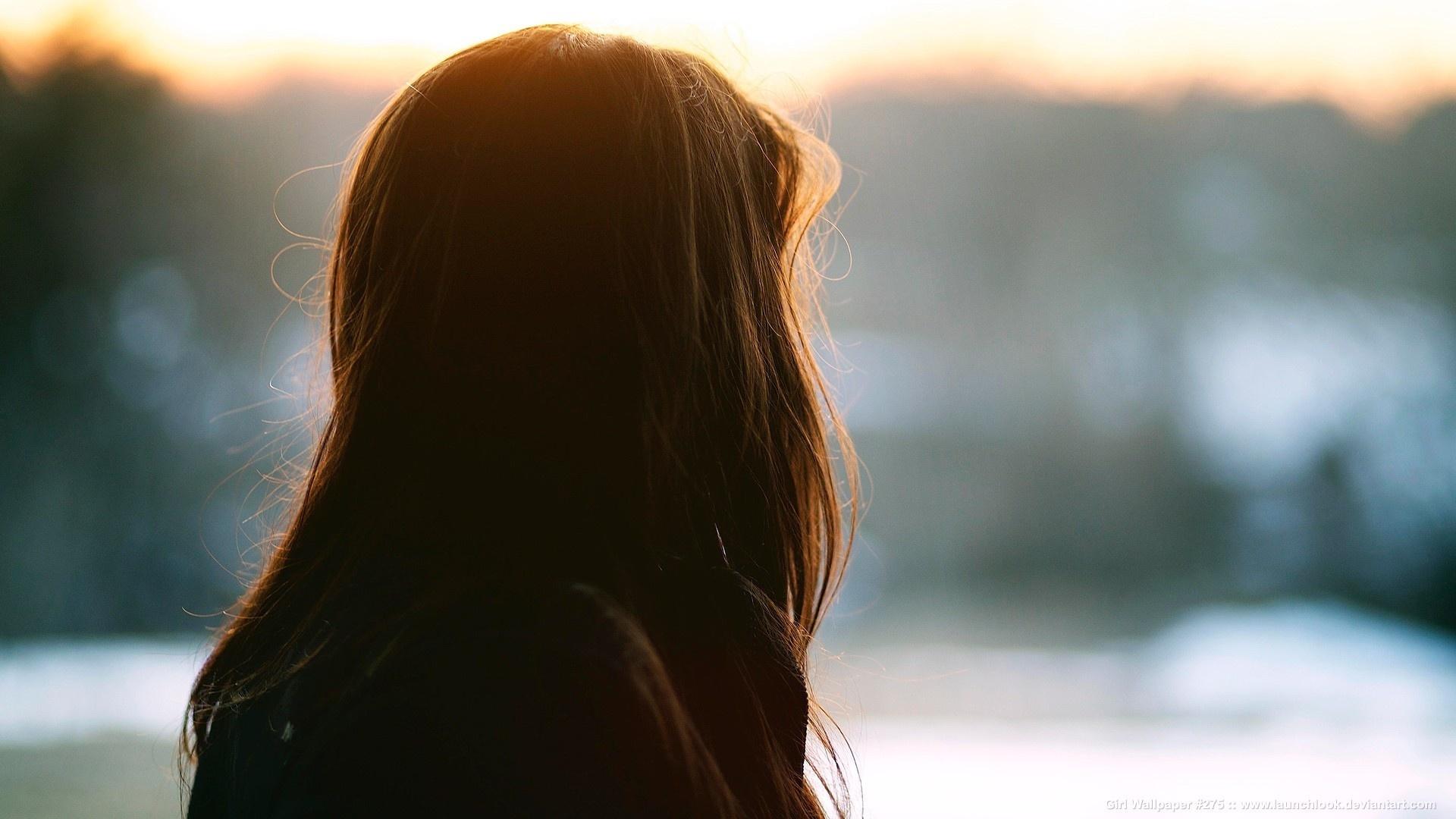 Картинки девушек со спины с темными волосами средней длины
