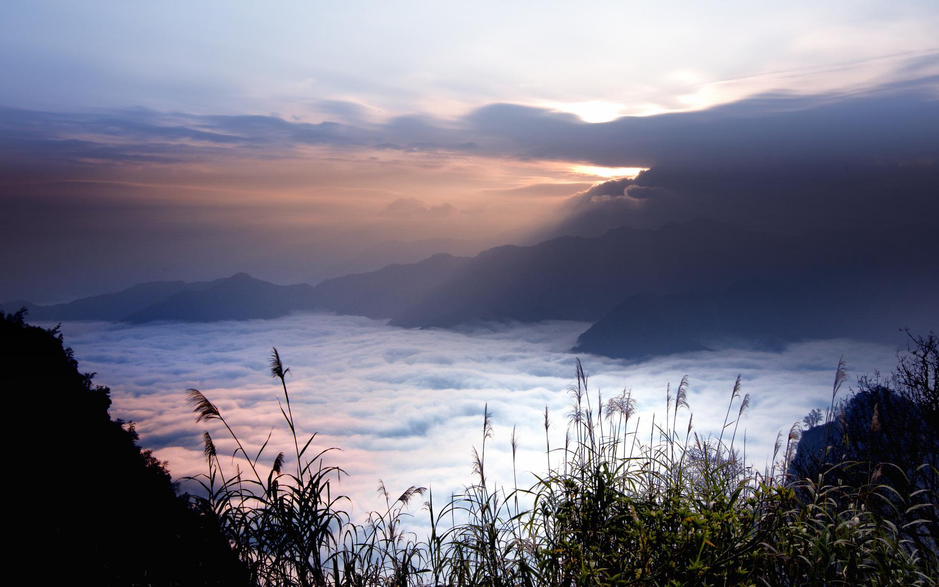 Каждый из нас в детстве наблюдал за облаками в небе, нам это очень нравилось, потому что облака были похожи на все