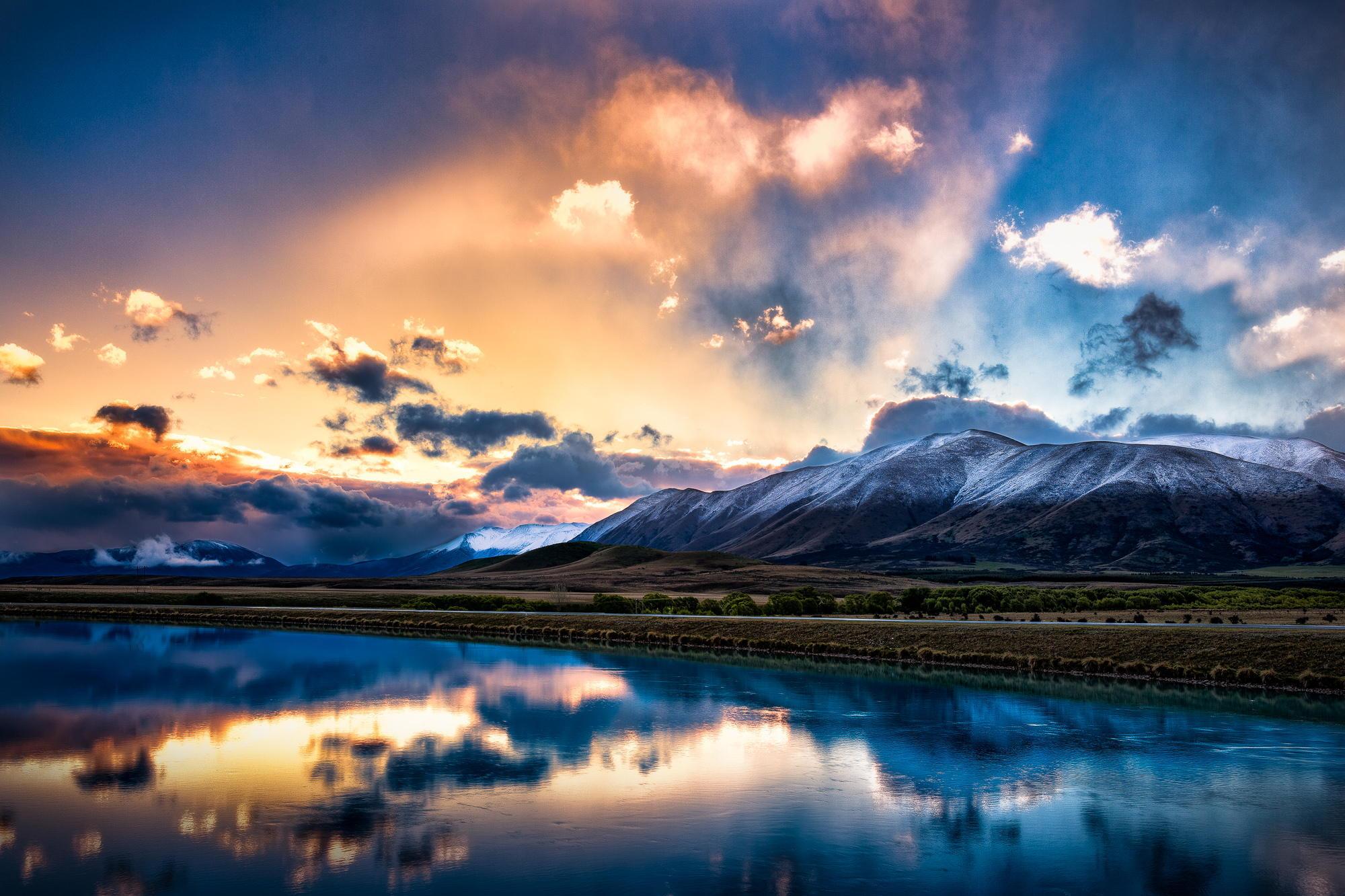 природа река горы небо облака отражение  № 2503271 загрузить