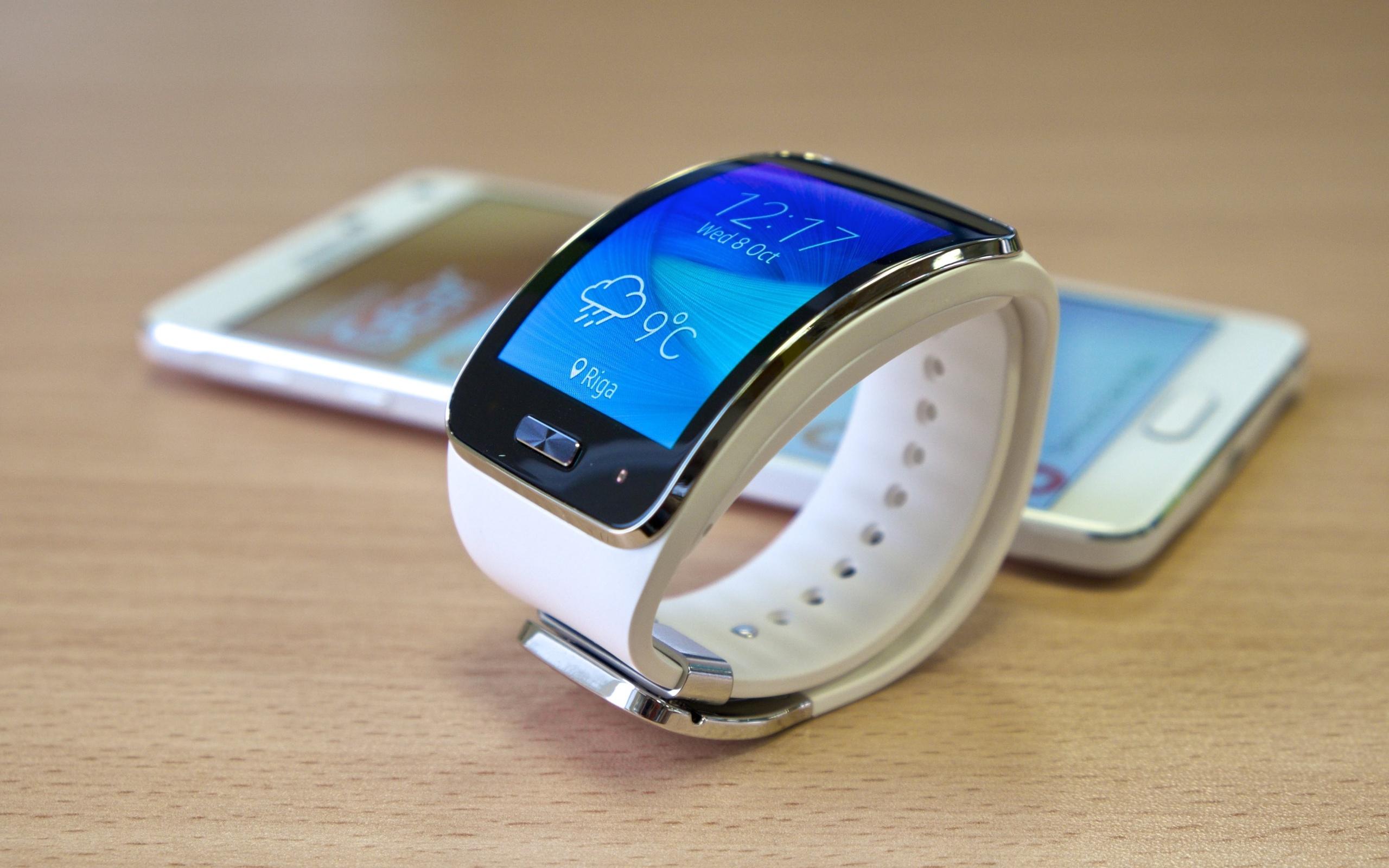 Это новейшие смарт-часы, которые могут управляться посредством голосового помощника.