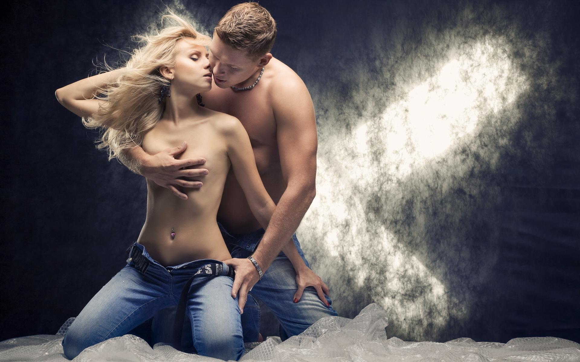 Целуются и раздеваются, Целуются Раздеваются (найденопорно видео.) 27 фотография