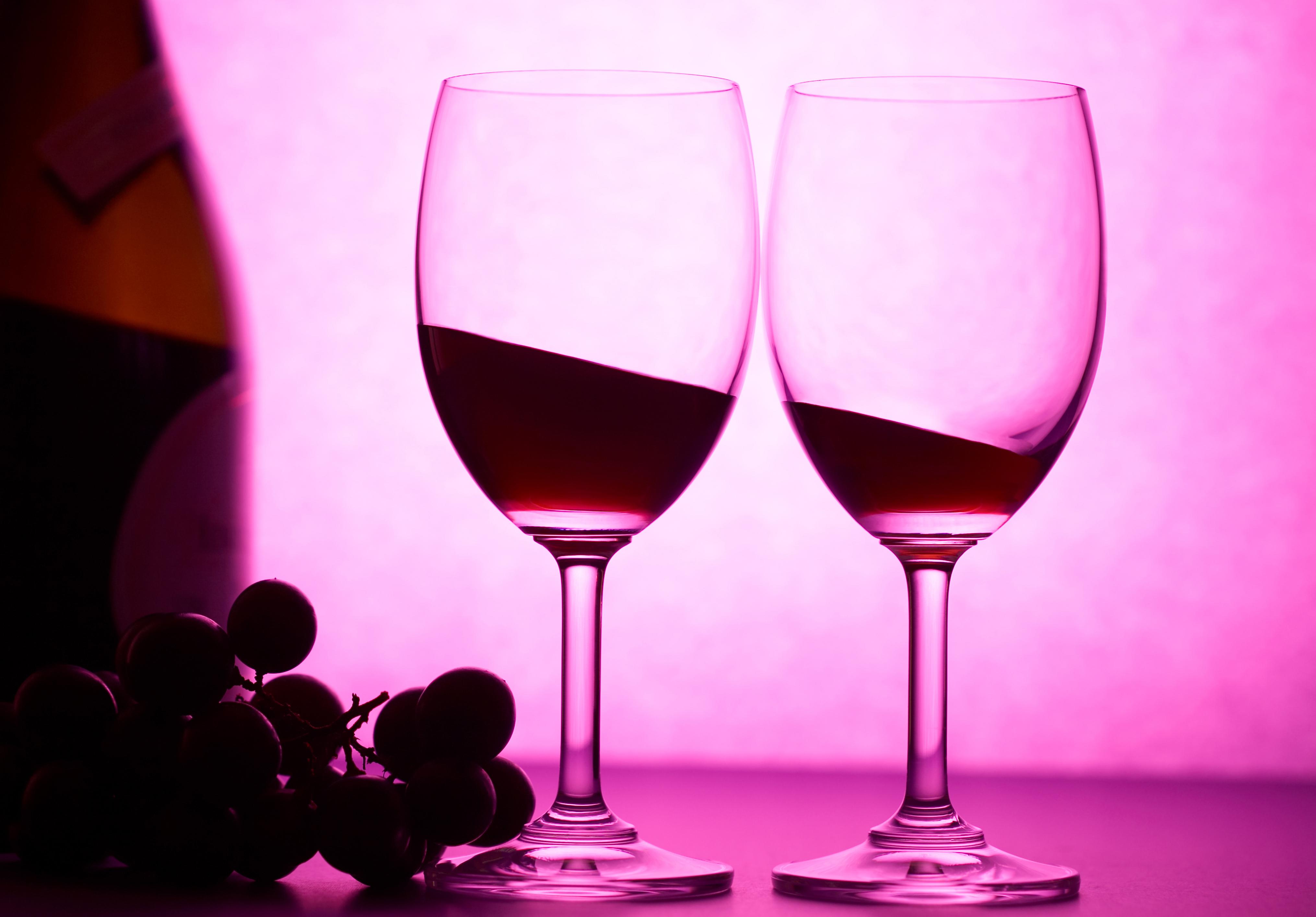 Фотообои бокала вина