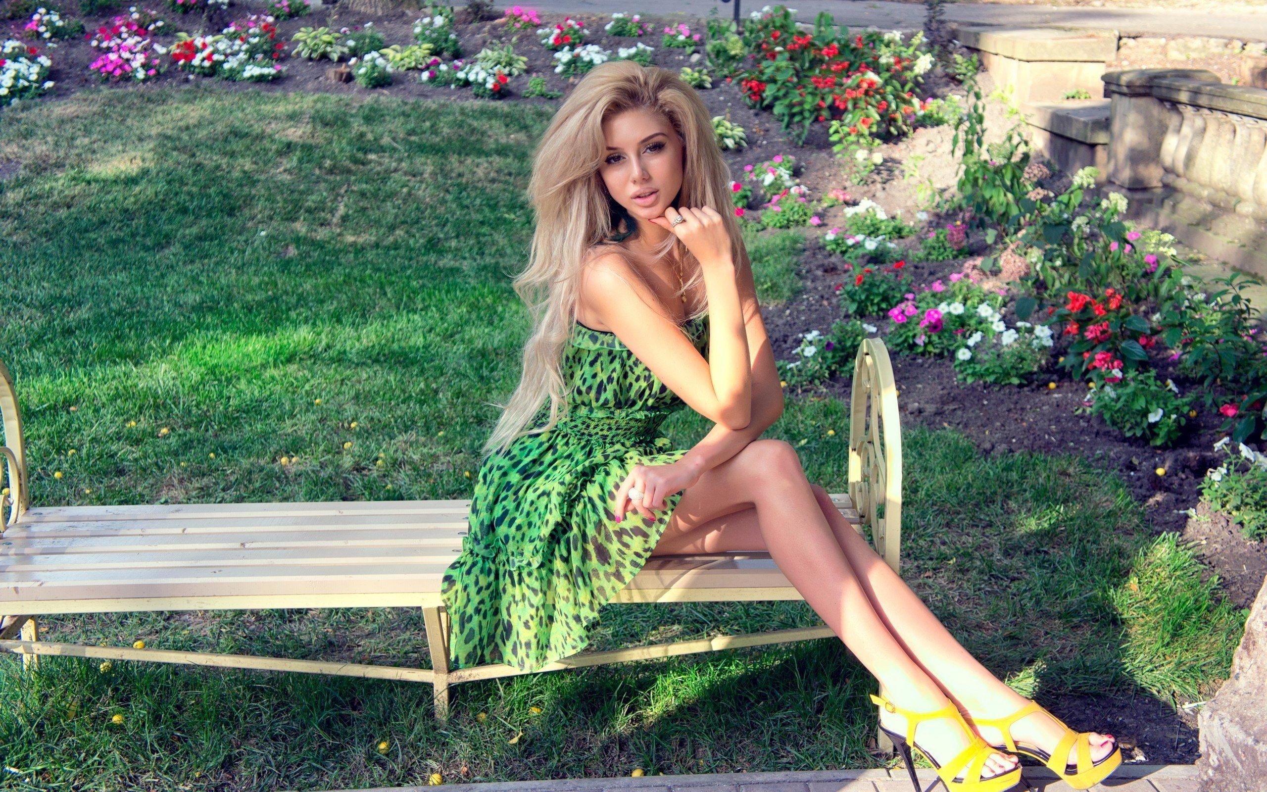 Фото девушек блондинок в платьях