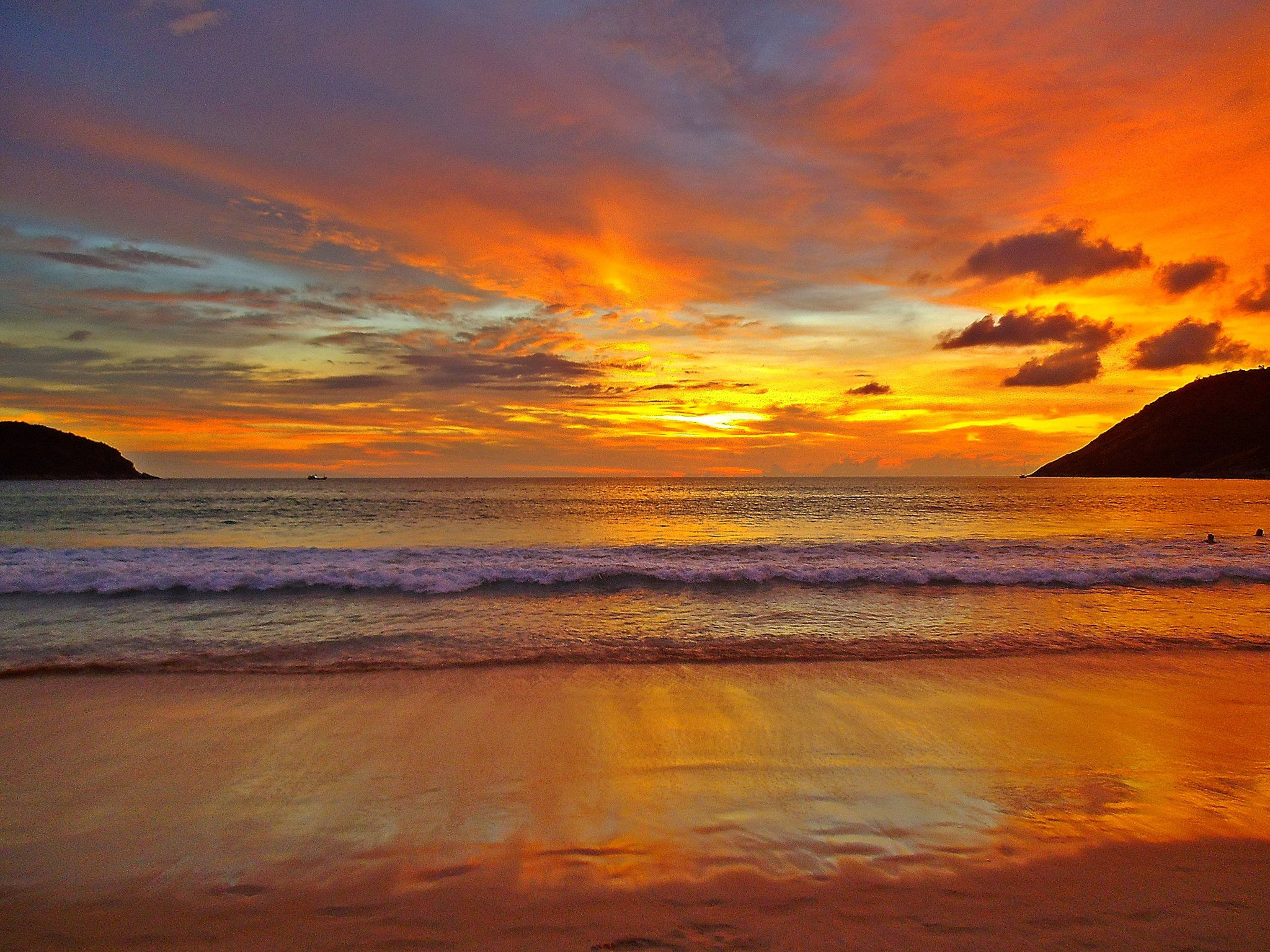 золотистый закат над морем  № 184516  скачать