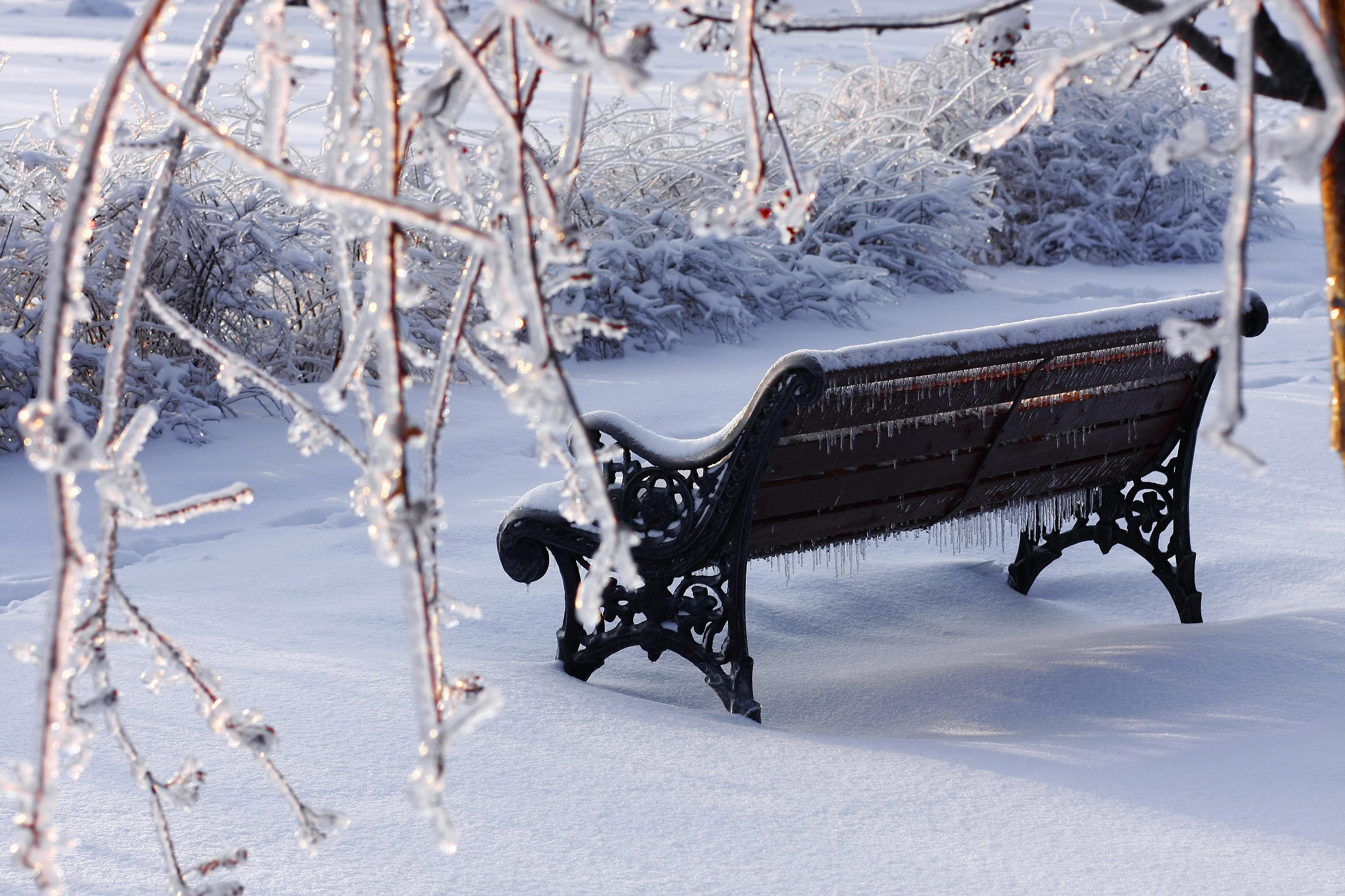 город далёк фото скамейка зимой чертой кеа является
