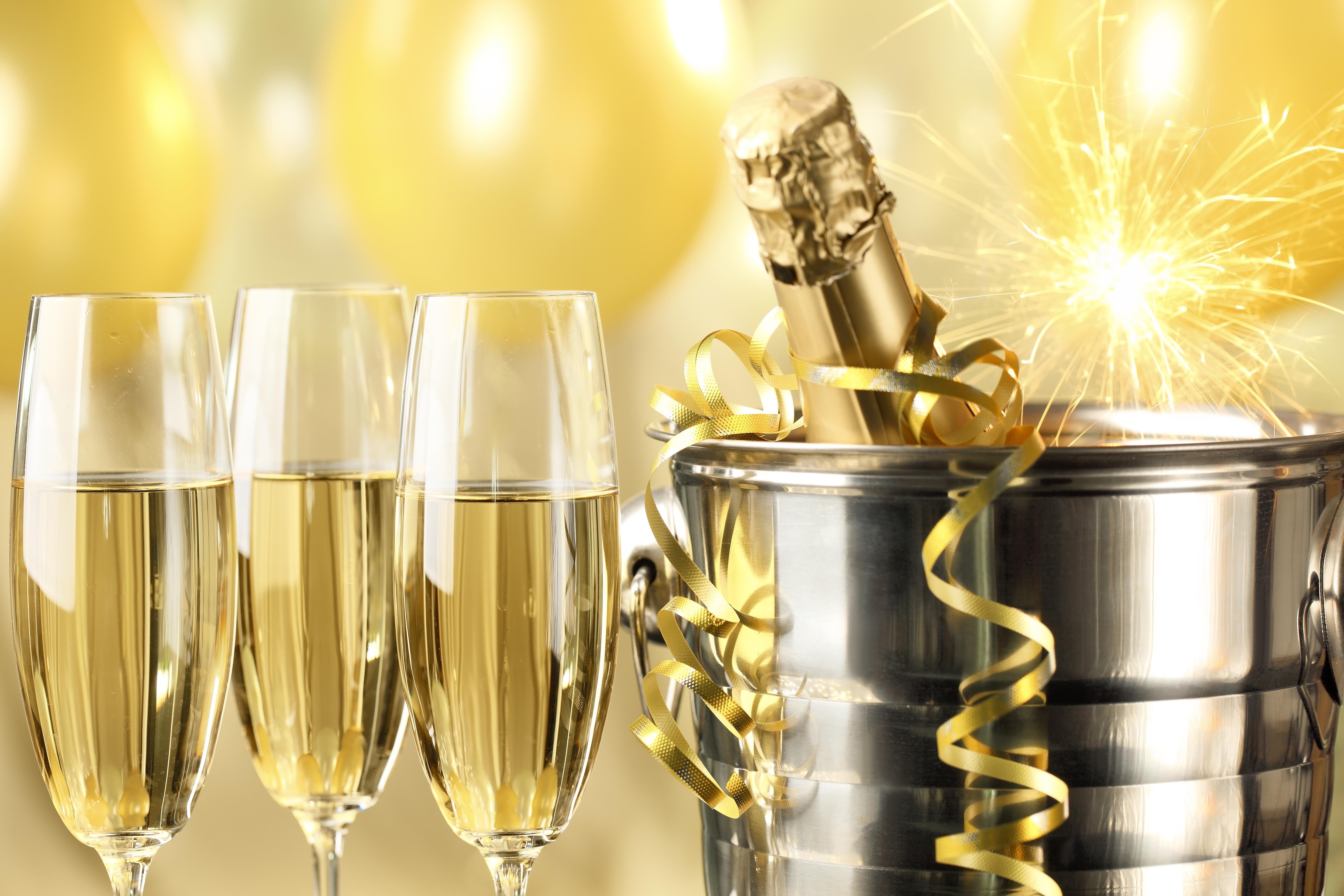 Открытка брызги шампанского с днем рождения, для театральной